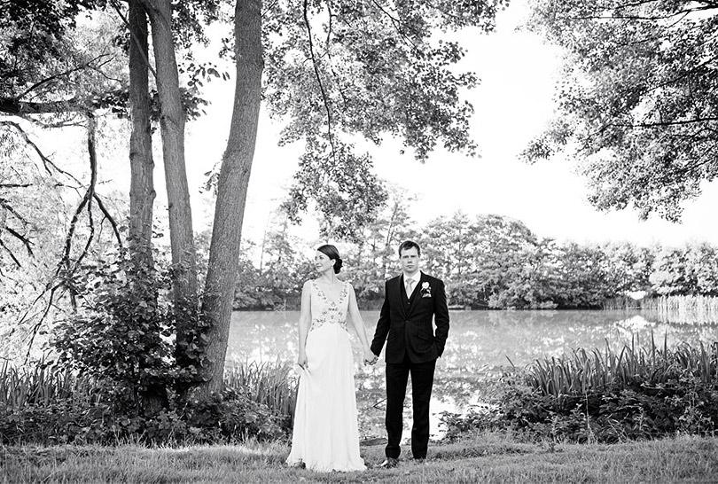 Oatlands-Park-Hotel-Wedding_LilyandFrankPhotography_23.jpg