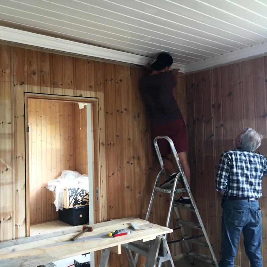 Fjerning av lister før riving av vegg
