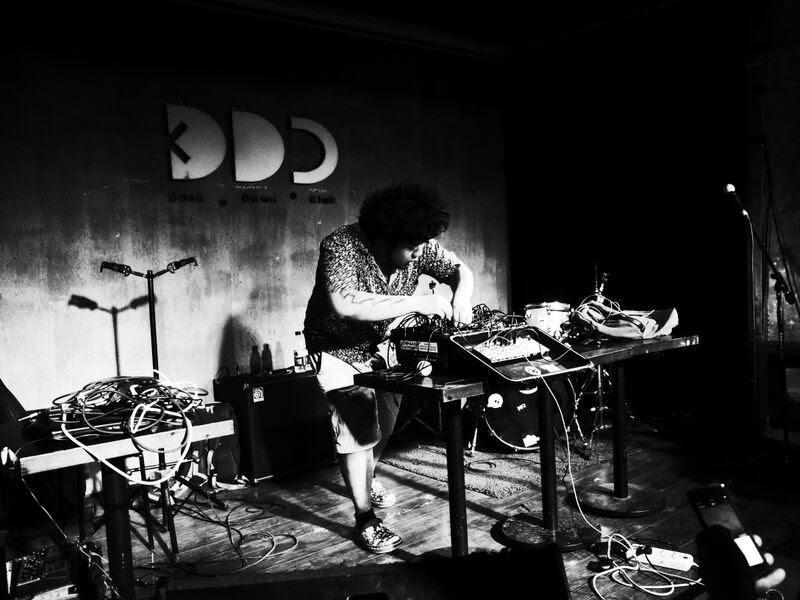 Playing live, photo curtesy of Meng Qi
