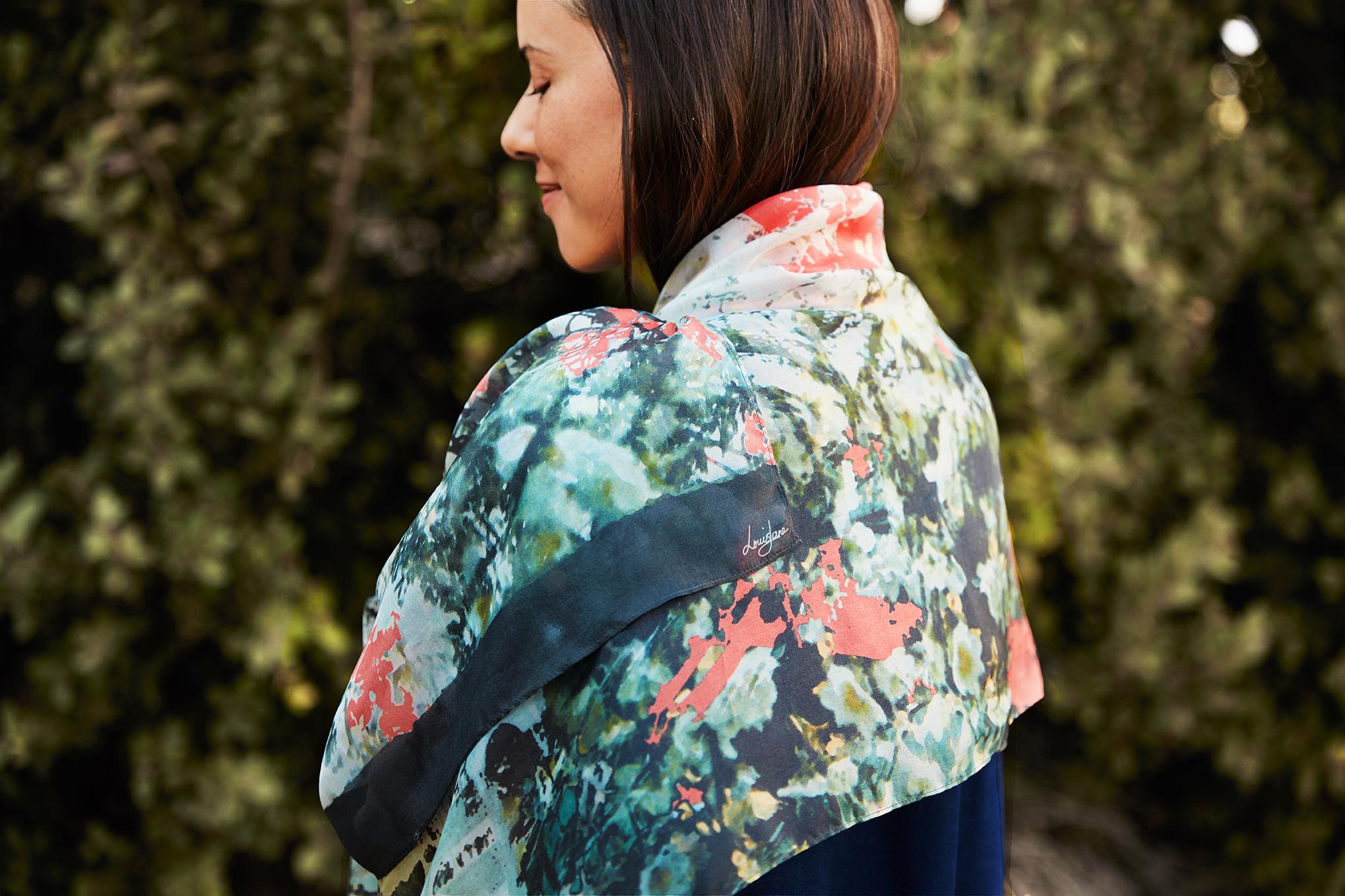 LouisJane_April_2018_urbanscapes shawl peach_V3.jpg