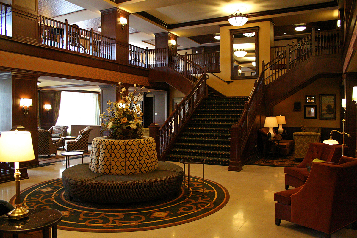hotel julien dubuque_1_lobby.jpg