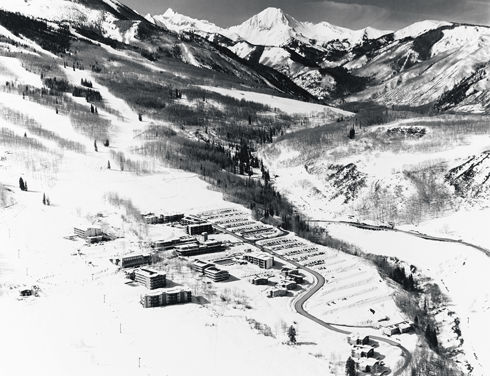 Snowmass Resort B&W.jpg