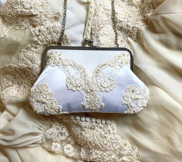 bride holding clutch with message.jpg