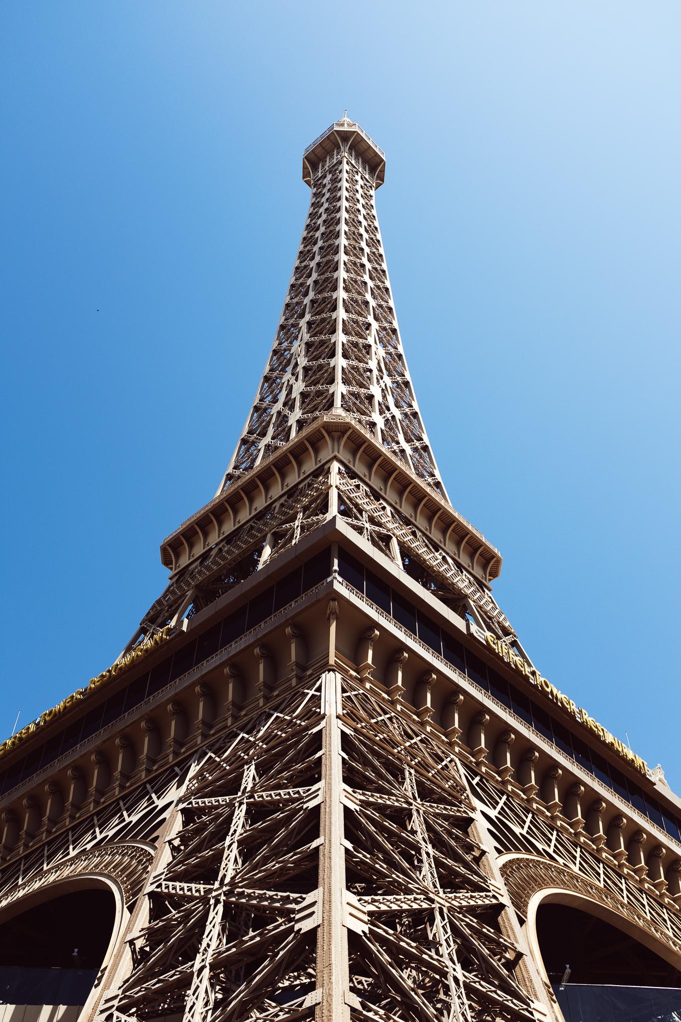 The most romantic spot in Las Vegas 😍🌹🍷💕