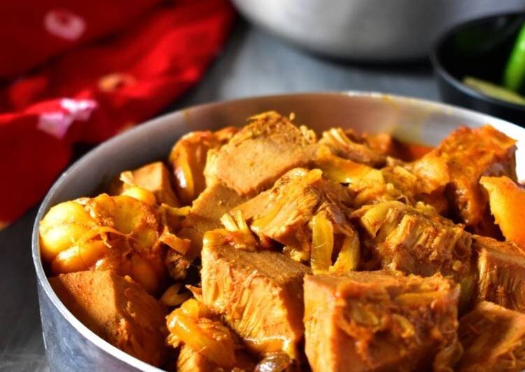 এঁচোড় ডালনা (Jackfruit Curry)