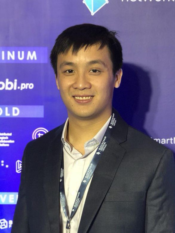 Pang Xue Jie    COO   Xue Jie is in charge of all operation needs in WhaleBlocks. His connections reaches out to a diversified base of venture capitals and blockchain influencers.   He is able to connect projects to his network on a short notice as well as spread awareness about his projects.