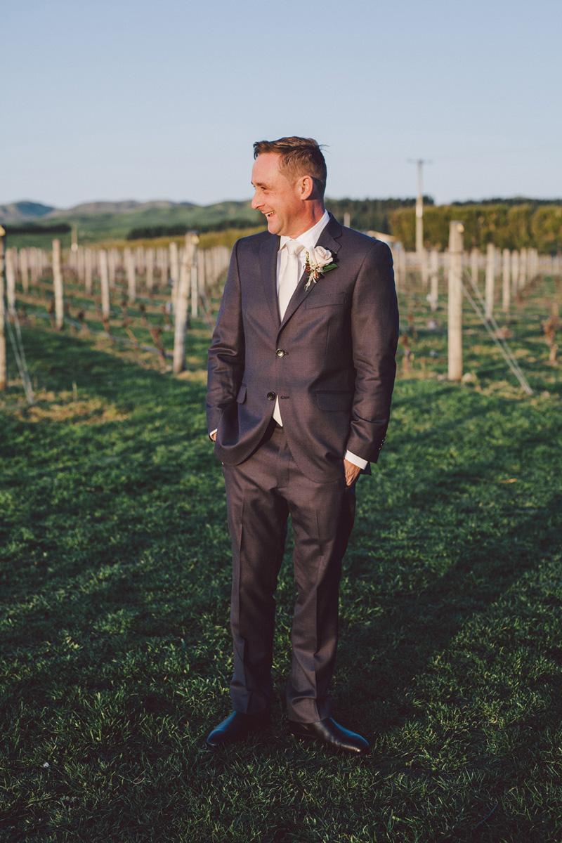 Sarah_McEvoy_Poppies_Martinborough_Wedding_013.jpg