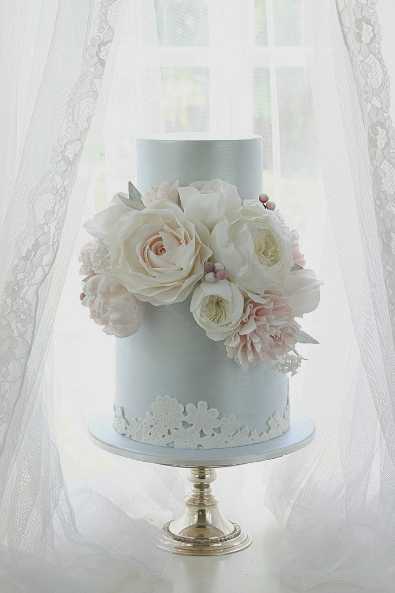 Leslea Matsis wedding cake with pink flowers