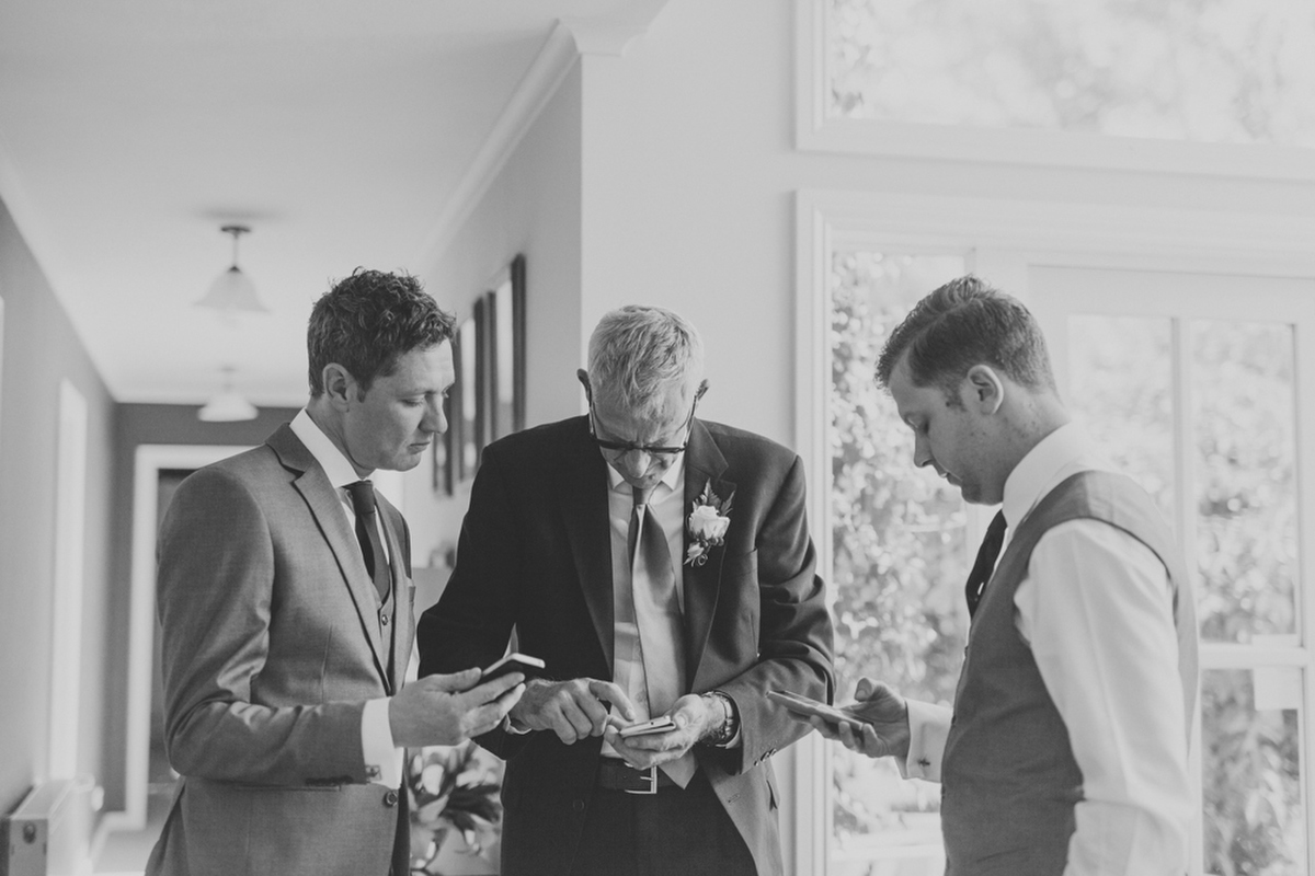 Phones-at-weddings-sioais-photography-166.jpg