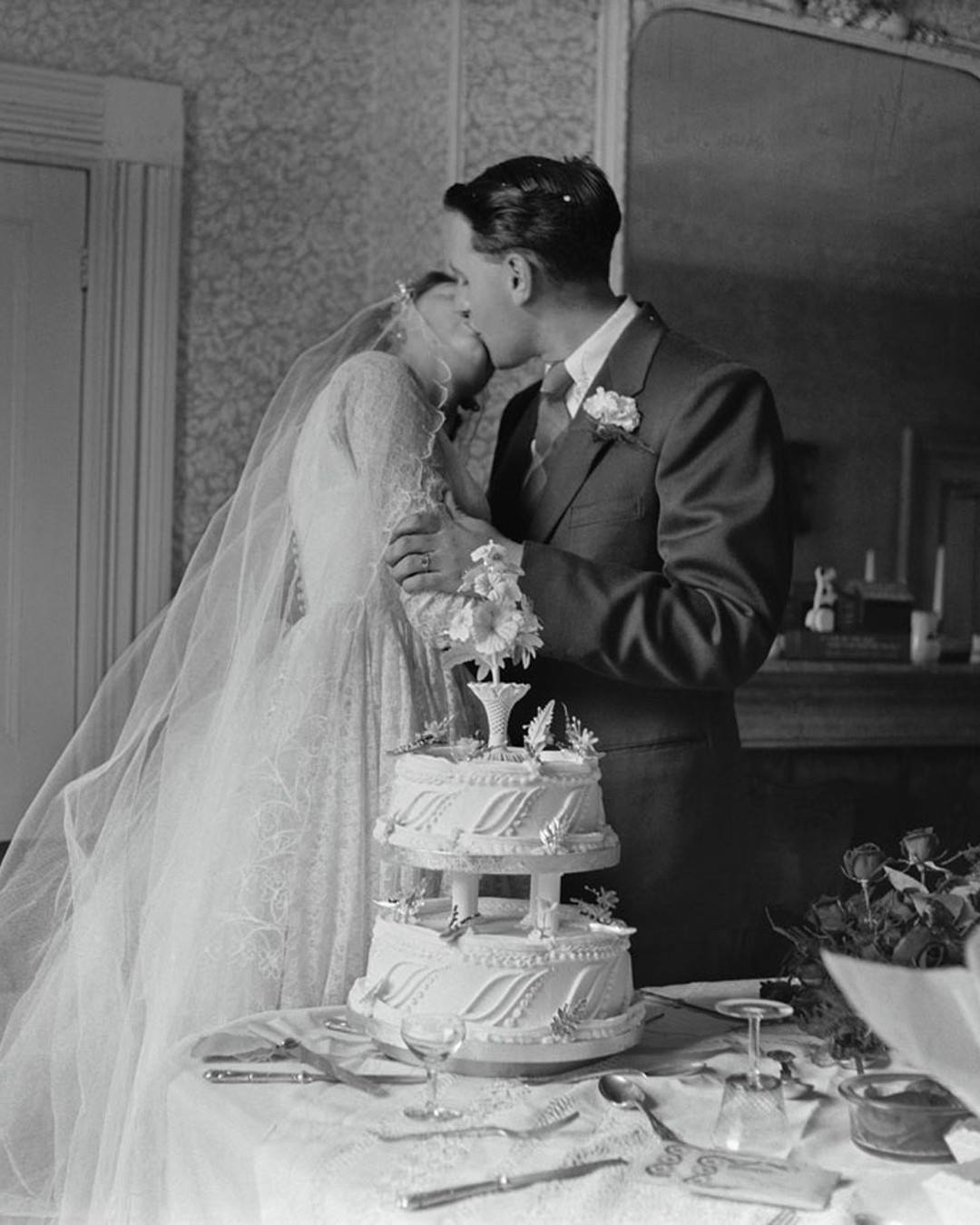 kissing-by-wedding-cake-1.jpg
