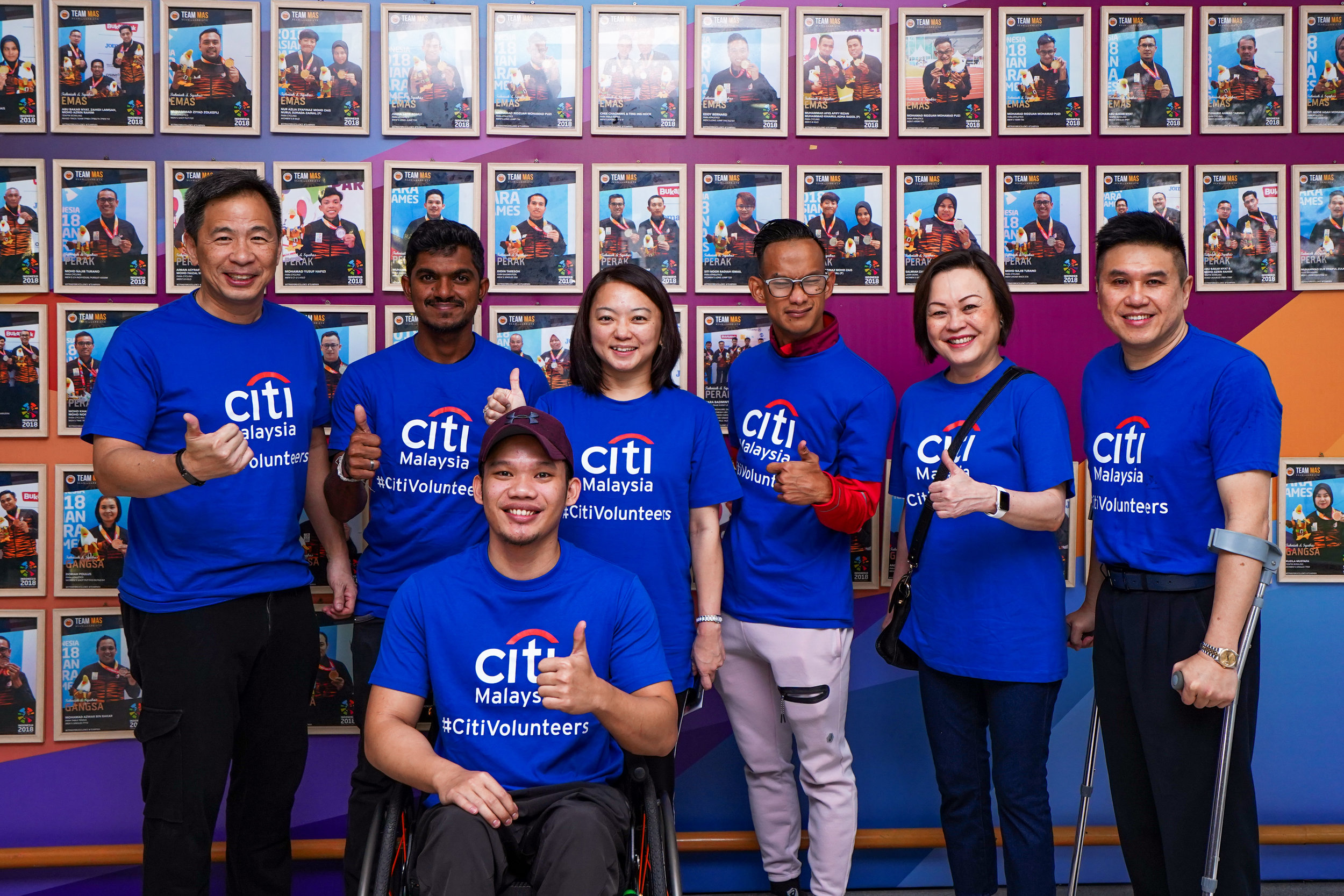 Citi partners the Paralympic Council for Global Community Day.   From left to right – Lee Lung Nien, CEO Citi Malaysia, World Para Archer Champion S.Suresh, Deputy Minister of Women, Family & Community Development YB Hannah Yeoh, Para Games Sprint Champion Mohamad Ridzuan Mohamad Puzi, Citi Country Business Manager Elaine Fan and Deputy President, Paralympic Council of Malaysia John Ng. Front row: Asian Para Games champion swimmer Muhammad Nur Syaiful Zulkifli.