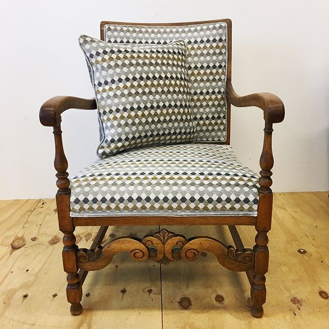 Delivered this beautiful chair and 4 cushions back to a very happy customer yesterday. The chair was stripped to the frame, upholstered traditionally and dressed in @romo_fabrics Oreta, a lovely patterned chenille, in Antique Gold and a complementary trim made from their velvet in colour Eucalyptus. . #upholstery #traditionalupholstery #chair #recycle #upholster #bespoke #cushion #scattercushion #bespokechair #romo #romofabrics #revive #ninasworkshop