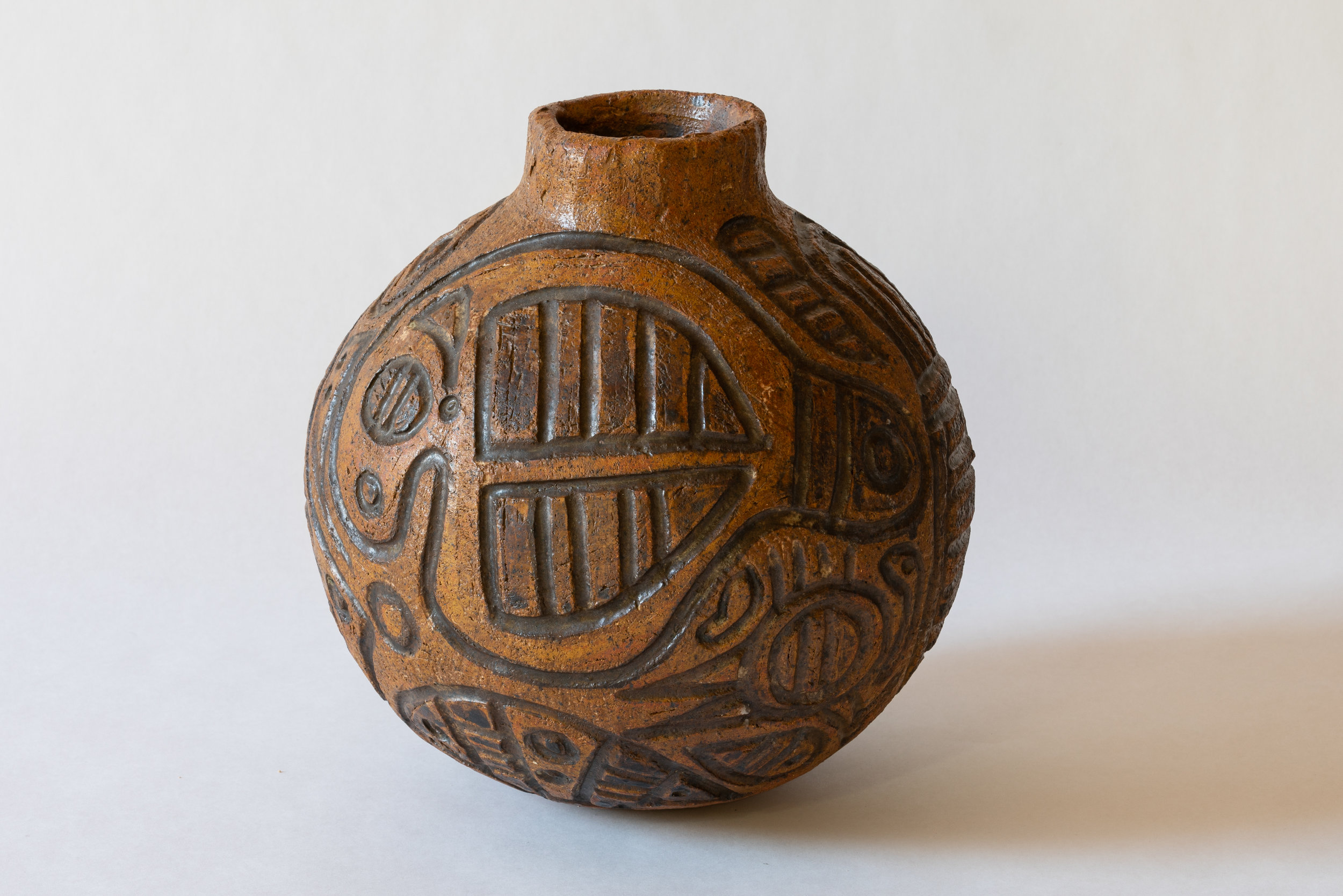 Thancoupie ,  Peetharee story - Dugong & Emu , 1980, hand built earthenware, slip and oxide decoration on incised designs, 30 x 30 x 30 cm. Collection of Bathurst Regional Art Gallery, purchase. Photograph: David Roma
