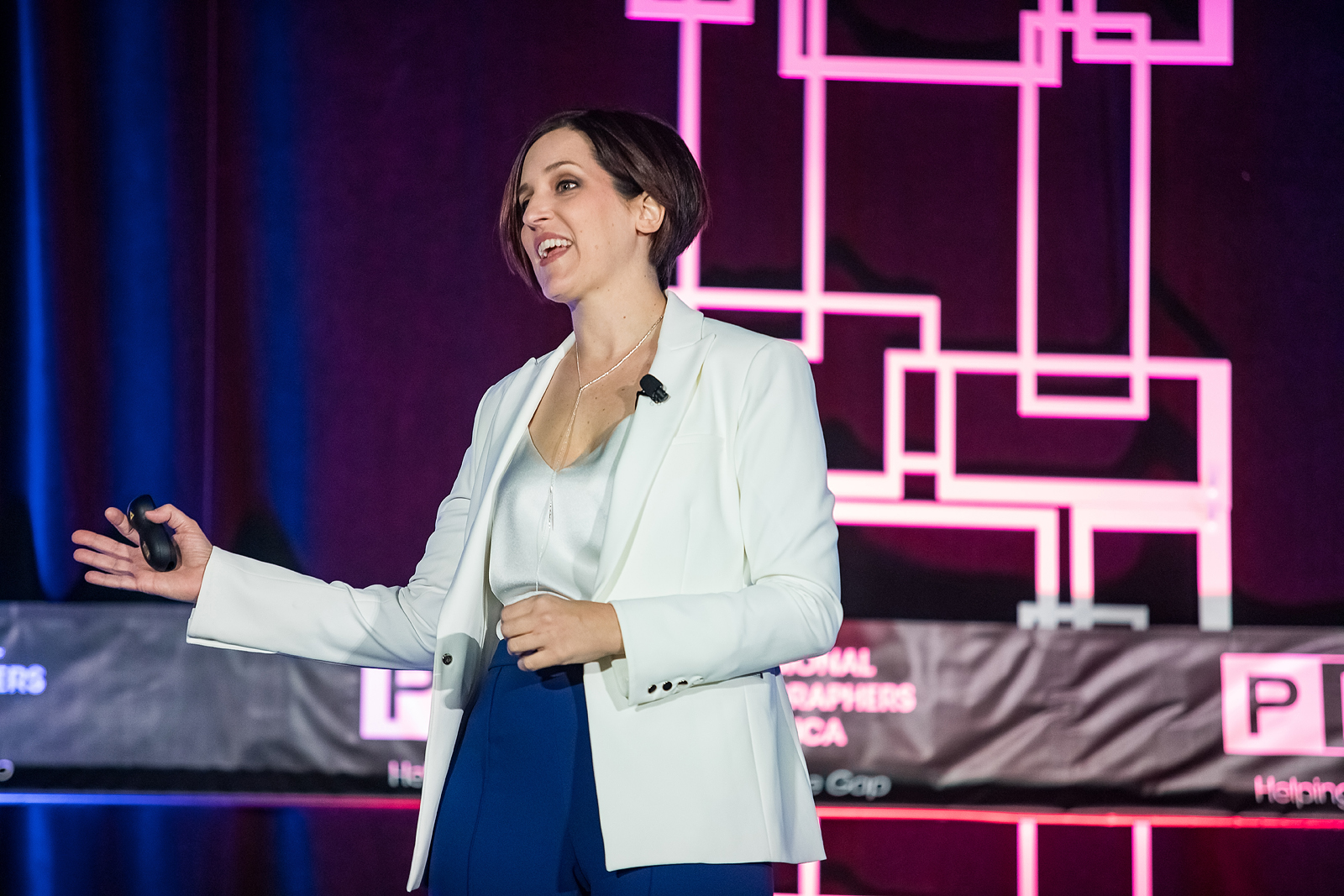 megan-dipiero-coaching-mentor-business-pricing-sales-psychology-optimism-uplifting-industry-leader.jpg