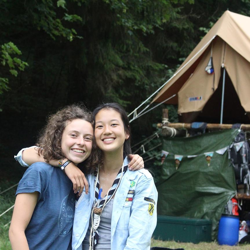 De gidsen en verkenners(12 tot 17 jaar) - Elke maand een weekend de natuur in, vriendschappen voor het leven, leren samenwerken en verantwoordelijkheid nemen: dat zijn de gidsen en verkenners.Trek op avontuur