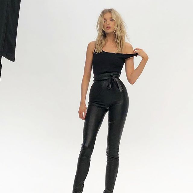 @hoskelsa is our obsession in this Jbrand look 🖤🙌🏻 •••• The fit of these @jbrandjeans leather pants is perfect ! Super high waist with a tie detail •••• #wedding #fashion #fashionblog #fashionblogger #fashioninspo #outfitinspiration #style #styleblog #styleblogger #influencer #ltkunder50 #styleinfluencer #fashioninfluencer #leggingsoutfit  #travelblog #travelblogger #ootd #outfitoftheday #outfitidea #fashionlover #blogger #fashionable #fashiongram #stylegram #fashionweek #outfitideas #affordablefashion #winteroutfit  #liketkit #vacationoutfit
