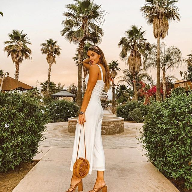 Effortless beauty in this @shopaliandjay jumpsuit ⭐️🖤 ••••• Perfect for vacation ✈️ ••••• #summer #fashion #fashionblog #fashionblogger #fashioninspo #outfitinspiration #style #styleblog #styleblogger #influencer #italyoutfit #styleinfluencer #fashioninfluencer #dresses  #travelblog #travelblogger #ootd #outfitoftheday #outfitidea #fashionlover #blogger #fashionable #fashiongram #stylegram #fashionweek #outfitideas #affordablefashion #vegan  #liketkit #vacationoutfit