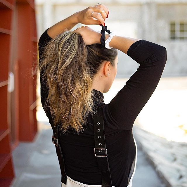 @itslejules using our Ouchless Scrunchies to complete her high ponytail look! 🖤 Pick up a pack for yourself @walmart! #goodyhair #feelgoody