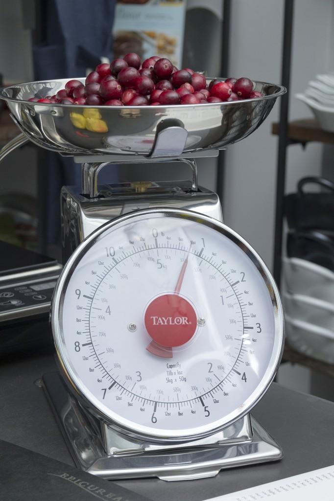 Taylor Scale. 12 ounces Cranberries