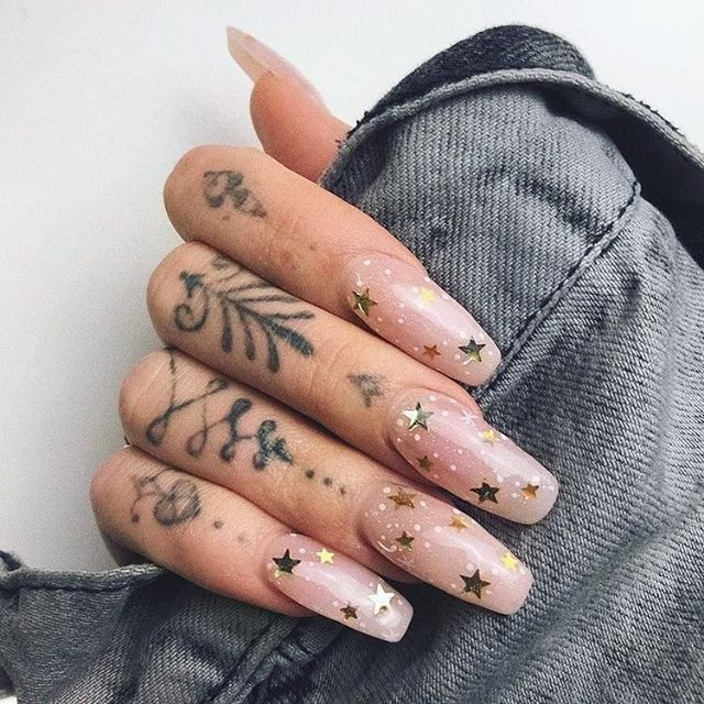 Yah, I think it's time for a manicure 💅 What's your favorite nail color? • • • #nailist #springstyles #spring2019