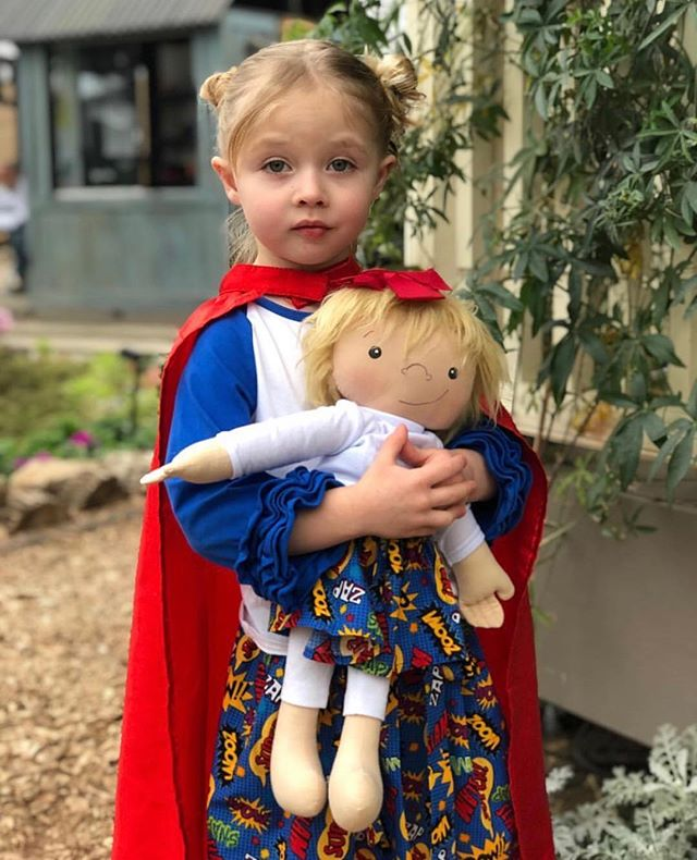 Amy Jandrisevits wants every child to have a doll that looks just like them 👧🏻👦🏿👧🏽👦🏼. With just her sewing kit, she's made over 300 personalized dolls for kids with varying special needs, and the results have been spectacular! Link to the full story in our bio! • • • #newsworthy #goodnews #positivity #amazingwork