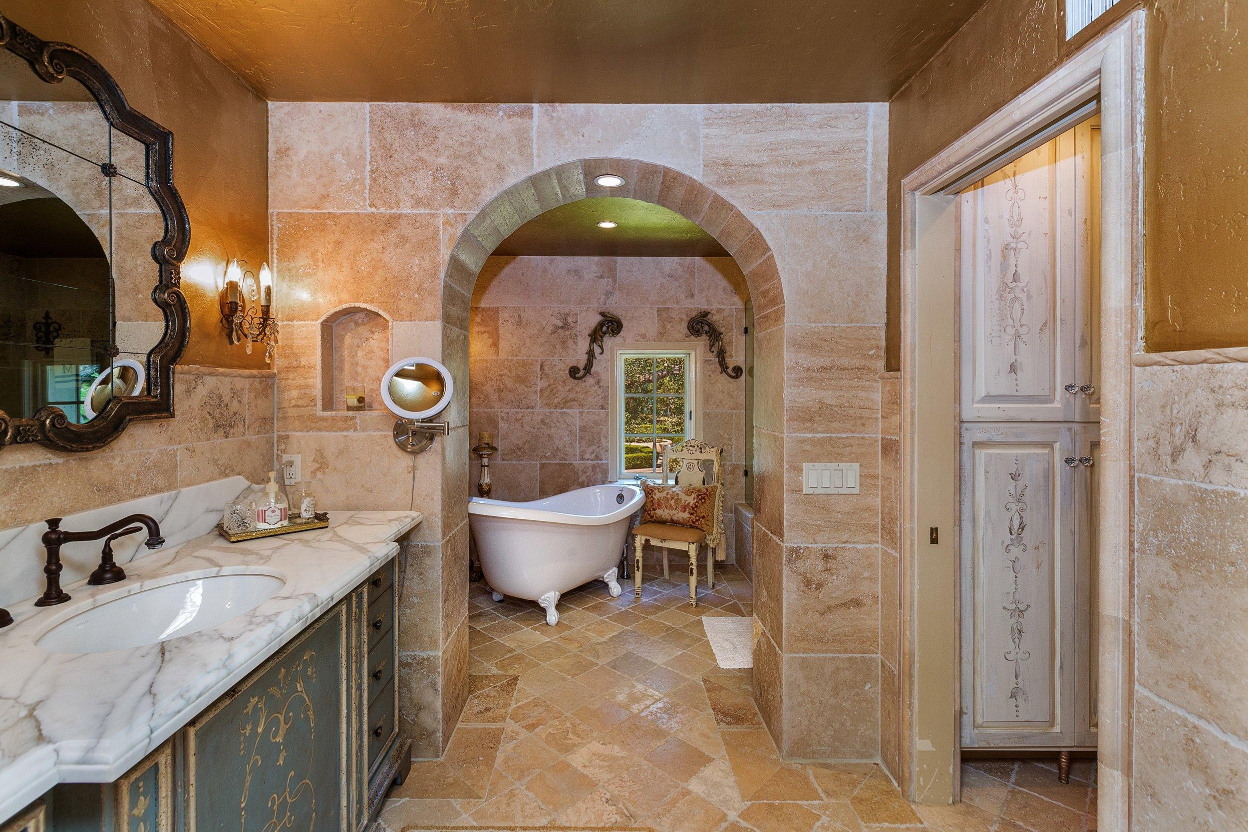 047_Bathroom.jpg
