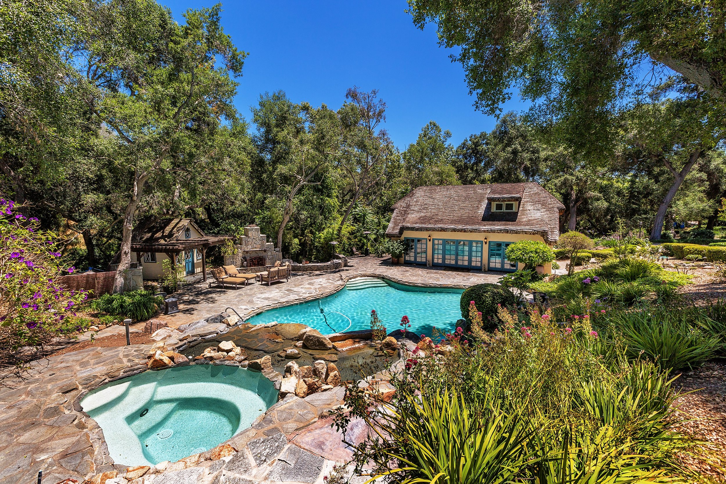 074_Jacuzzi and Pool View.jpg