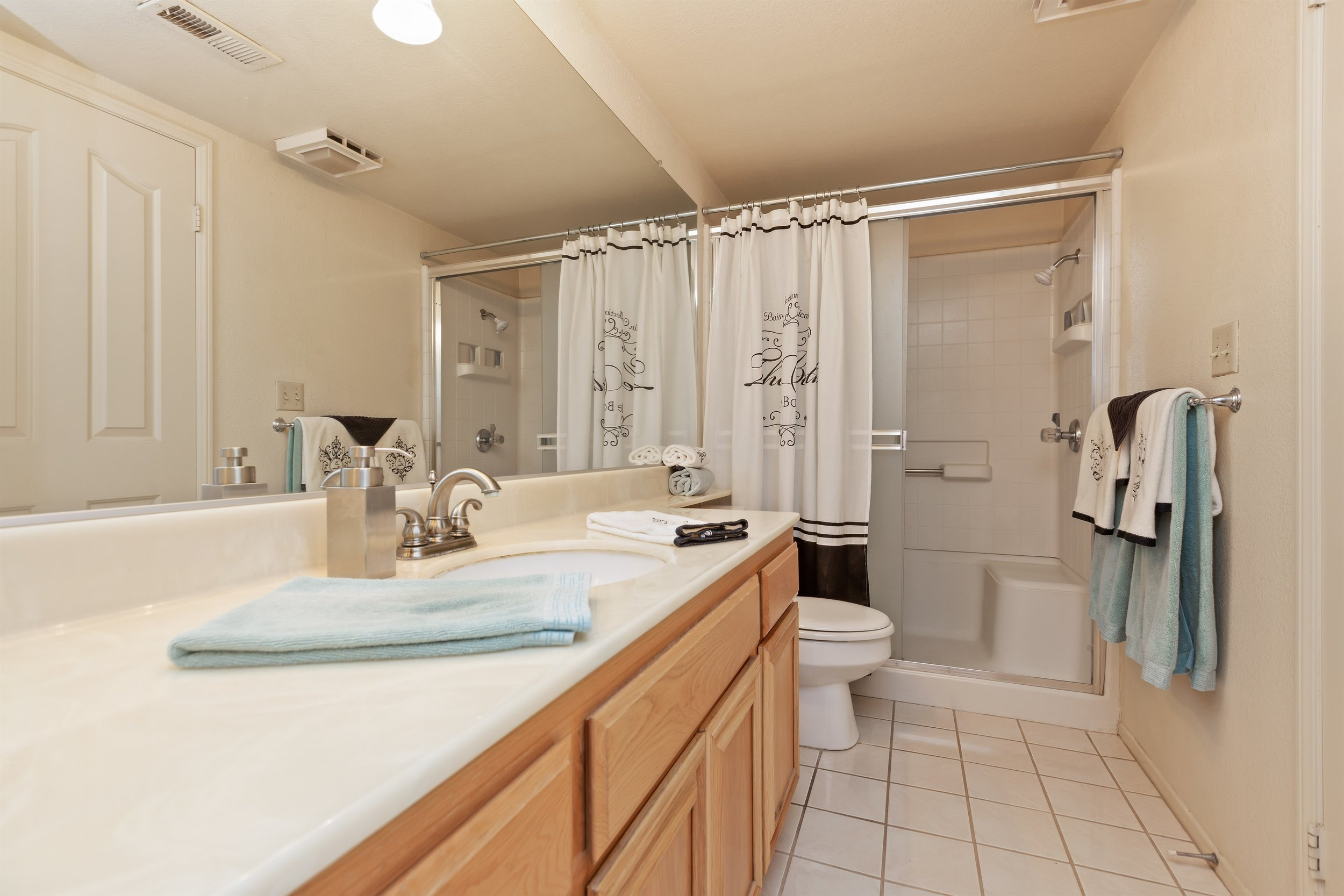 022_Bathroom .jpg
