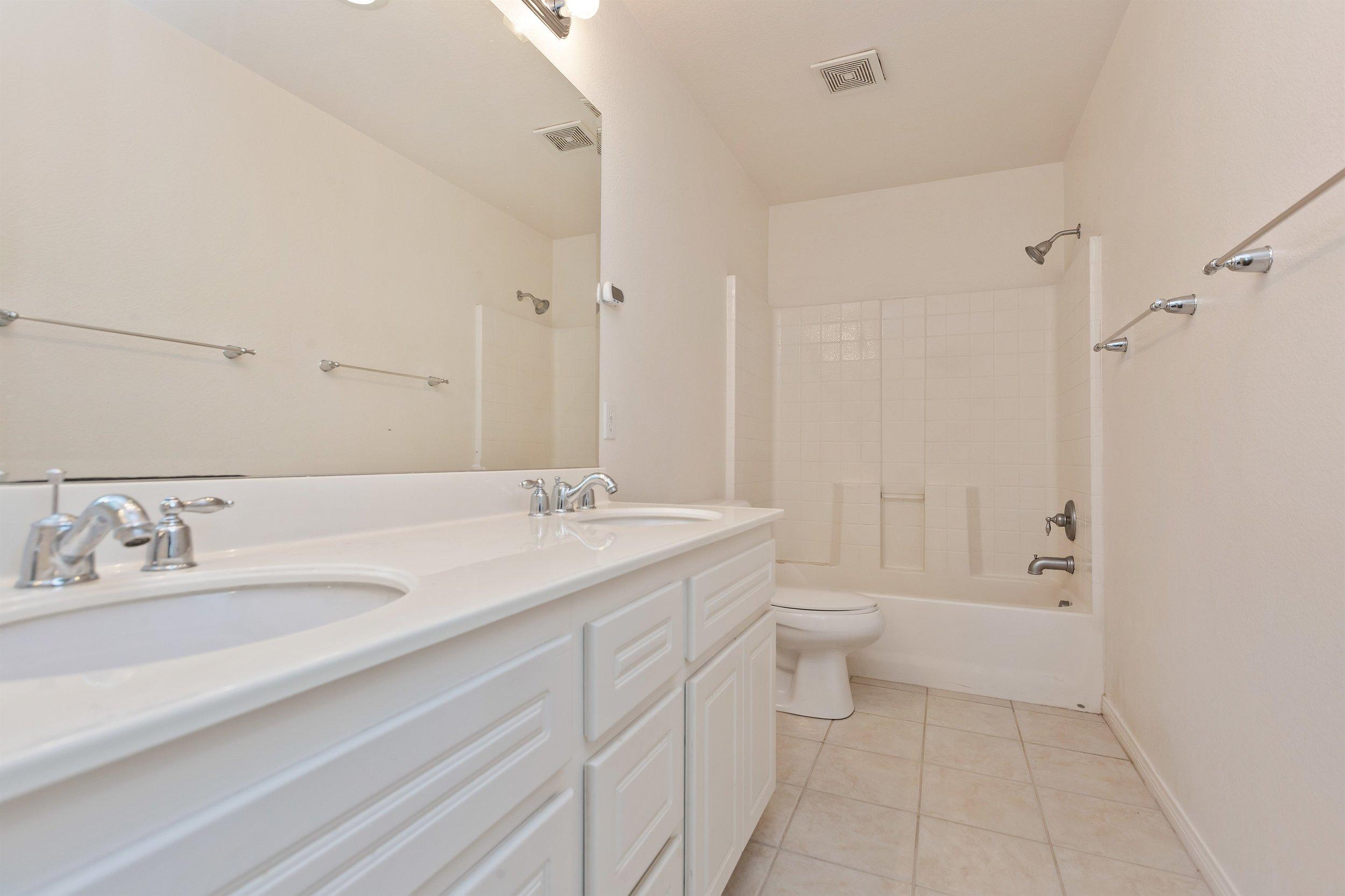 021_Bathroom.jpg