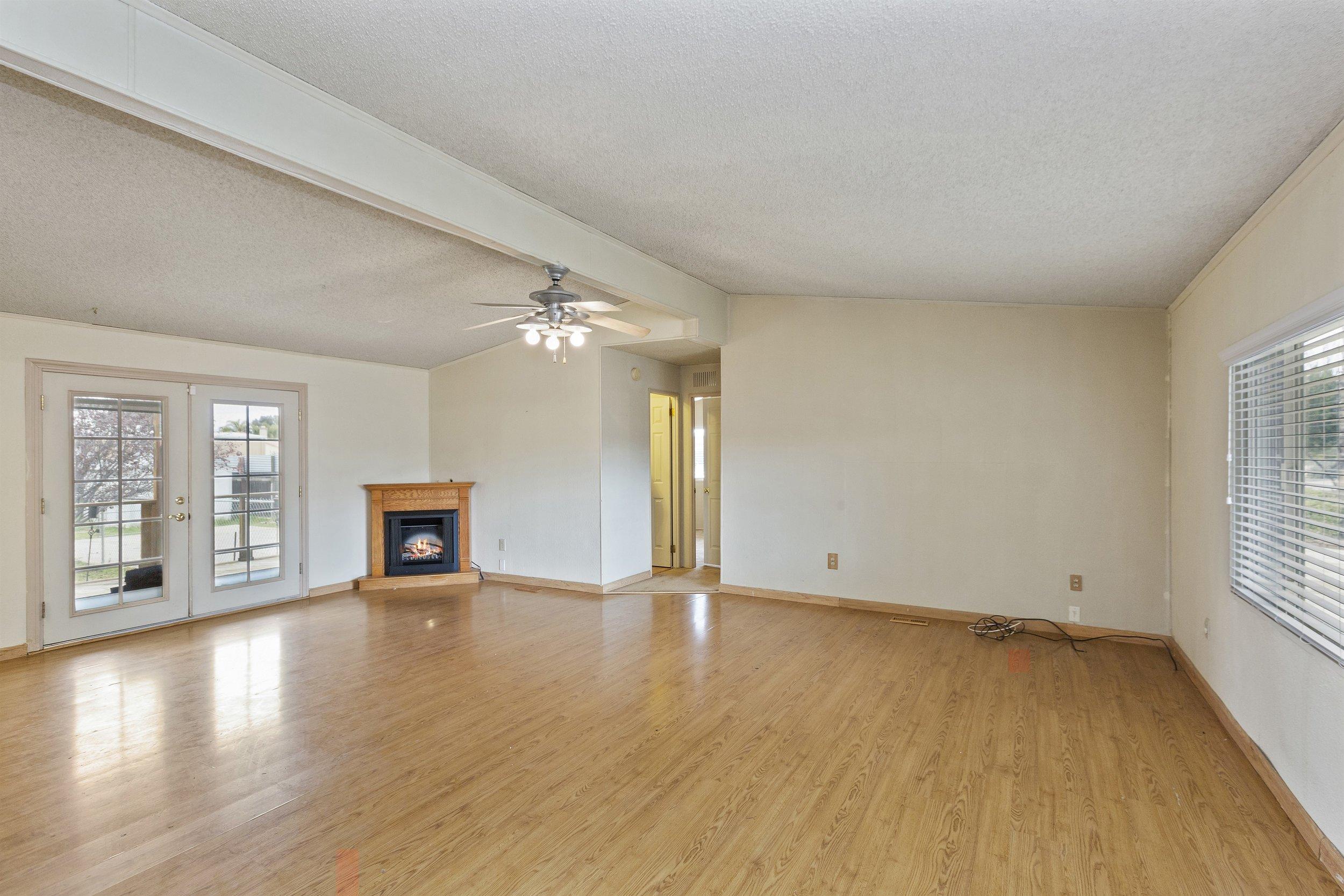 011_Living Room.jpg
