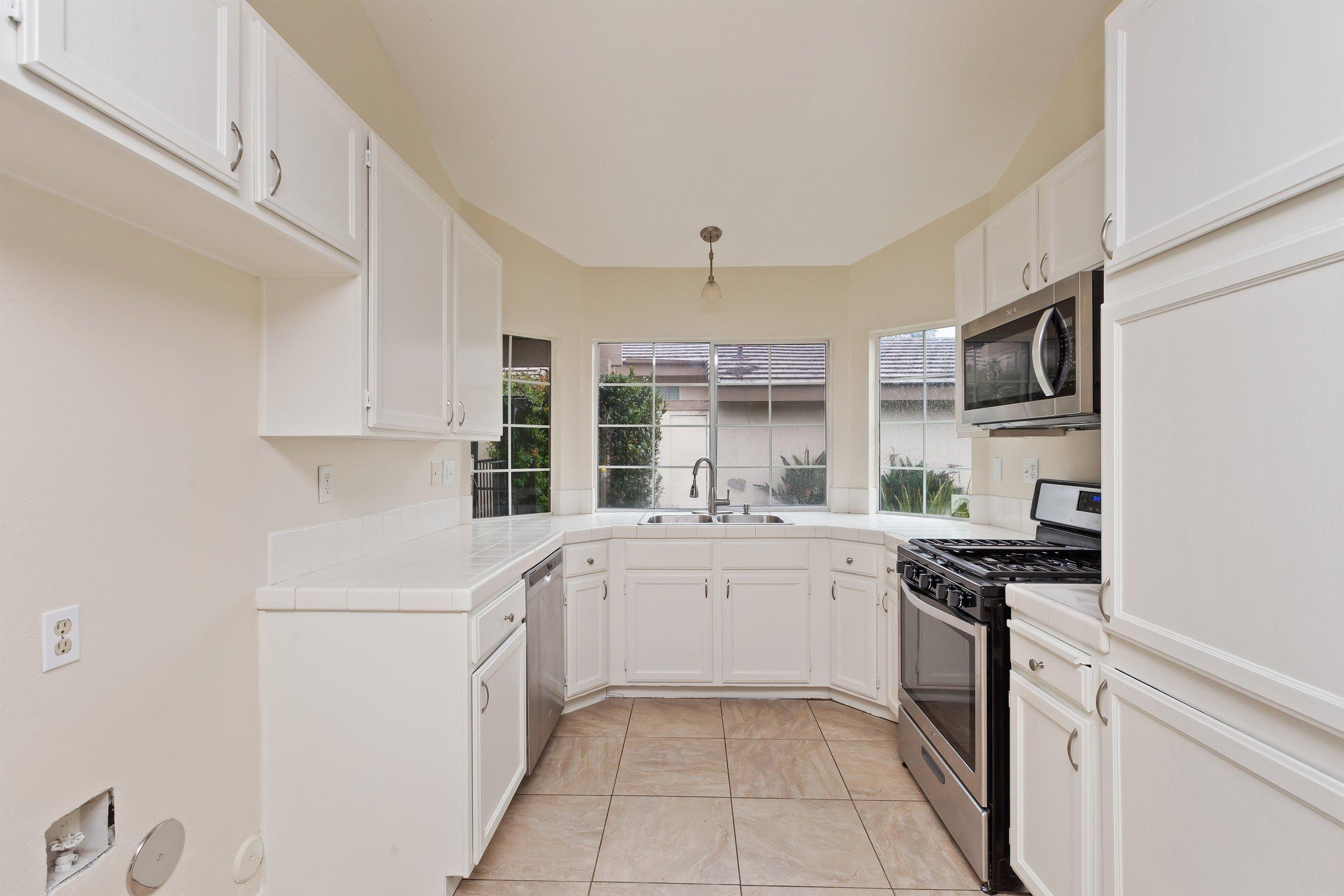 010_Kitchen .jpg