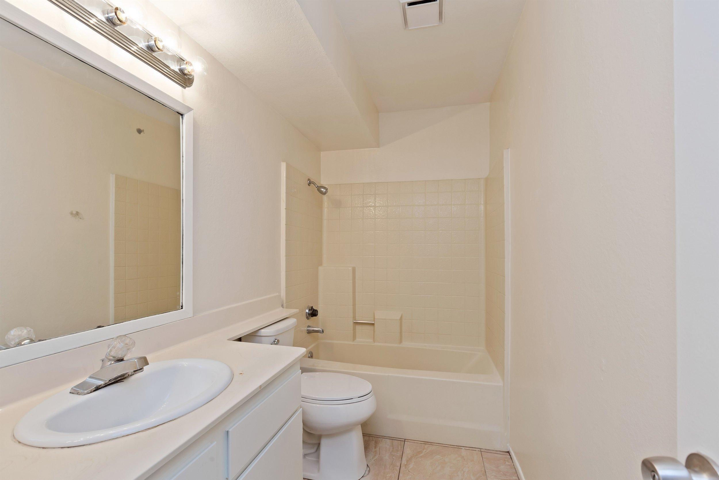 015_Bathroom .jpg