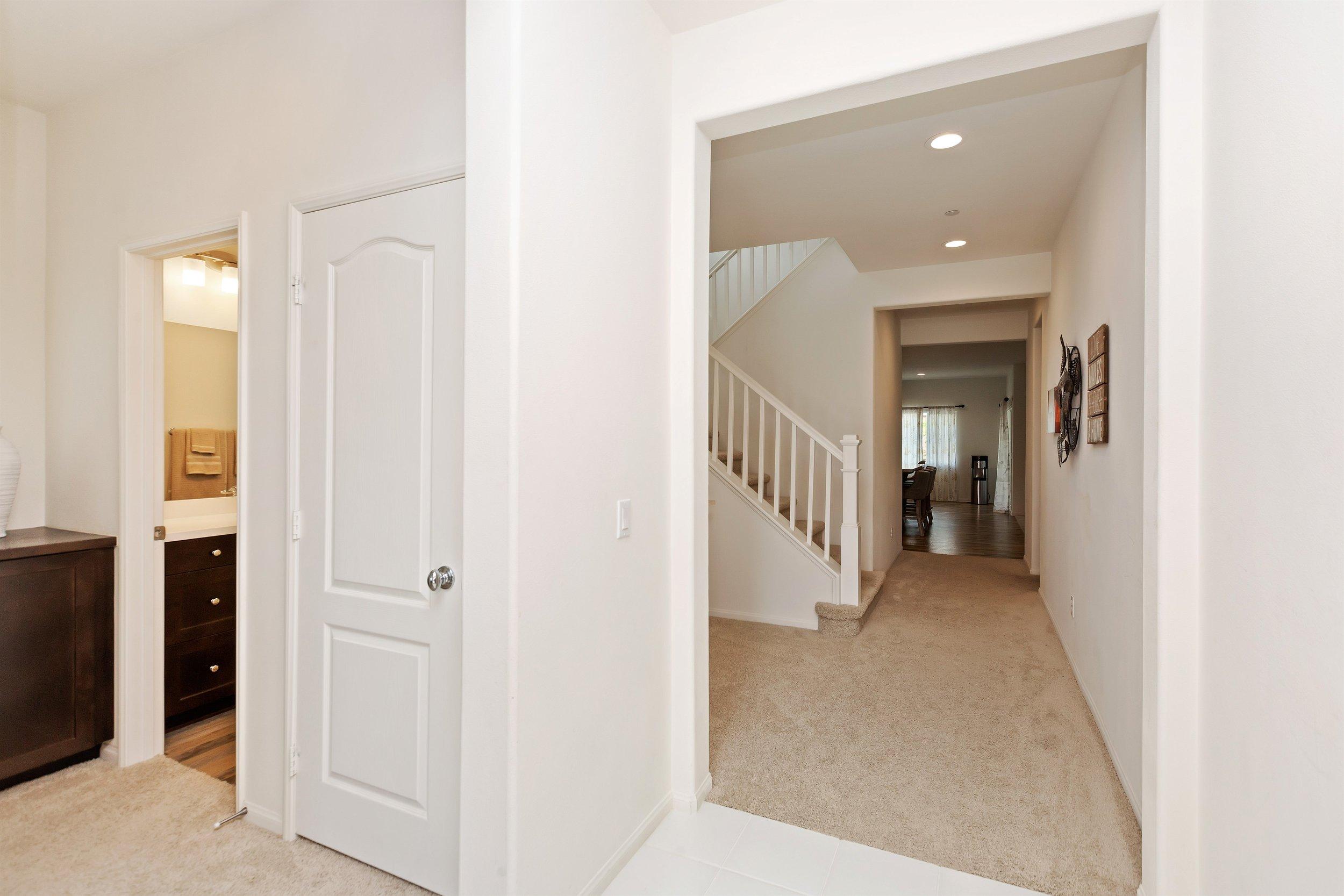 007_Hallway.jpg