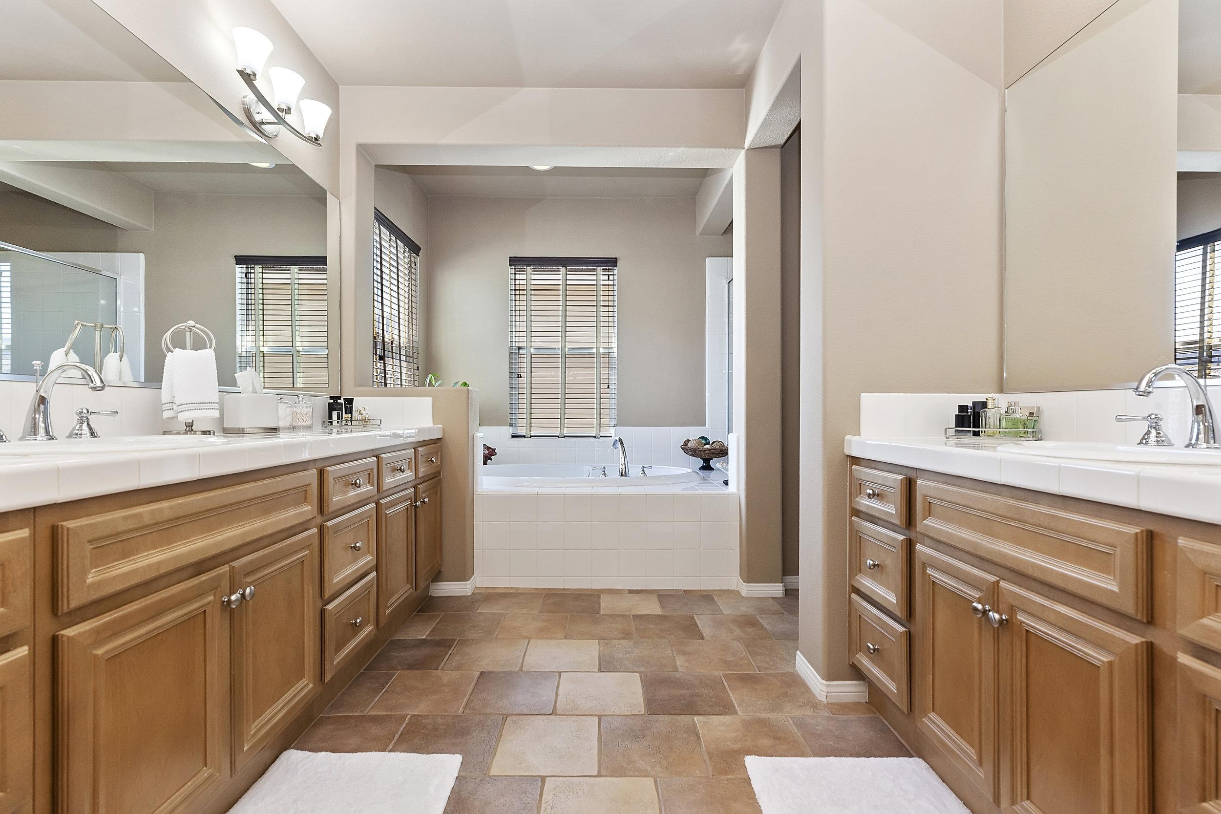 031_Master Bathroom.jpg