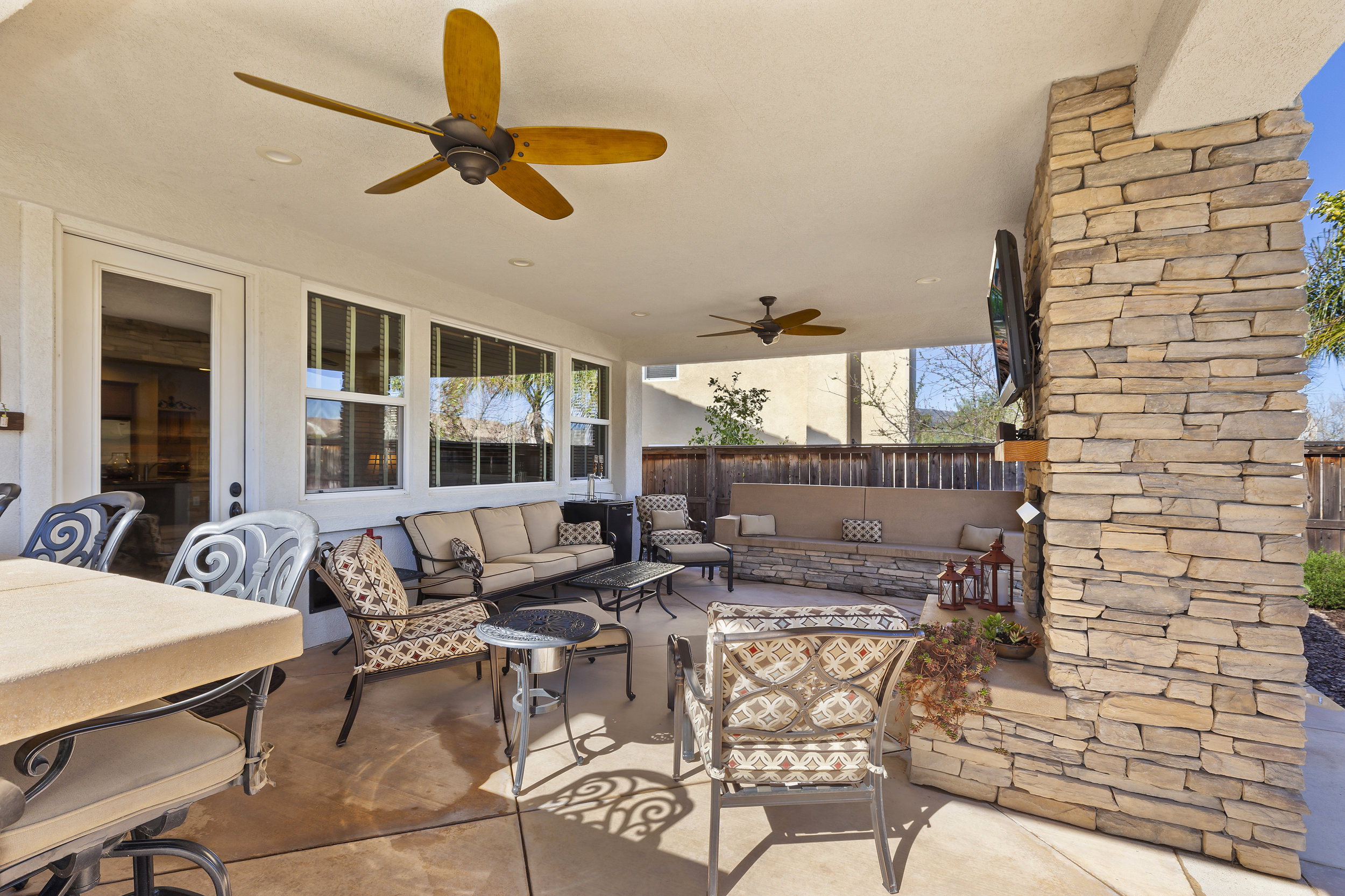 041_Covered Outdoor Room.jpg