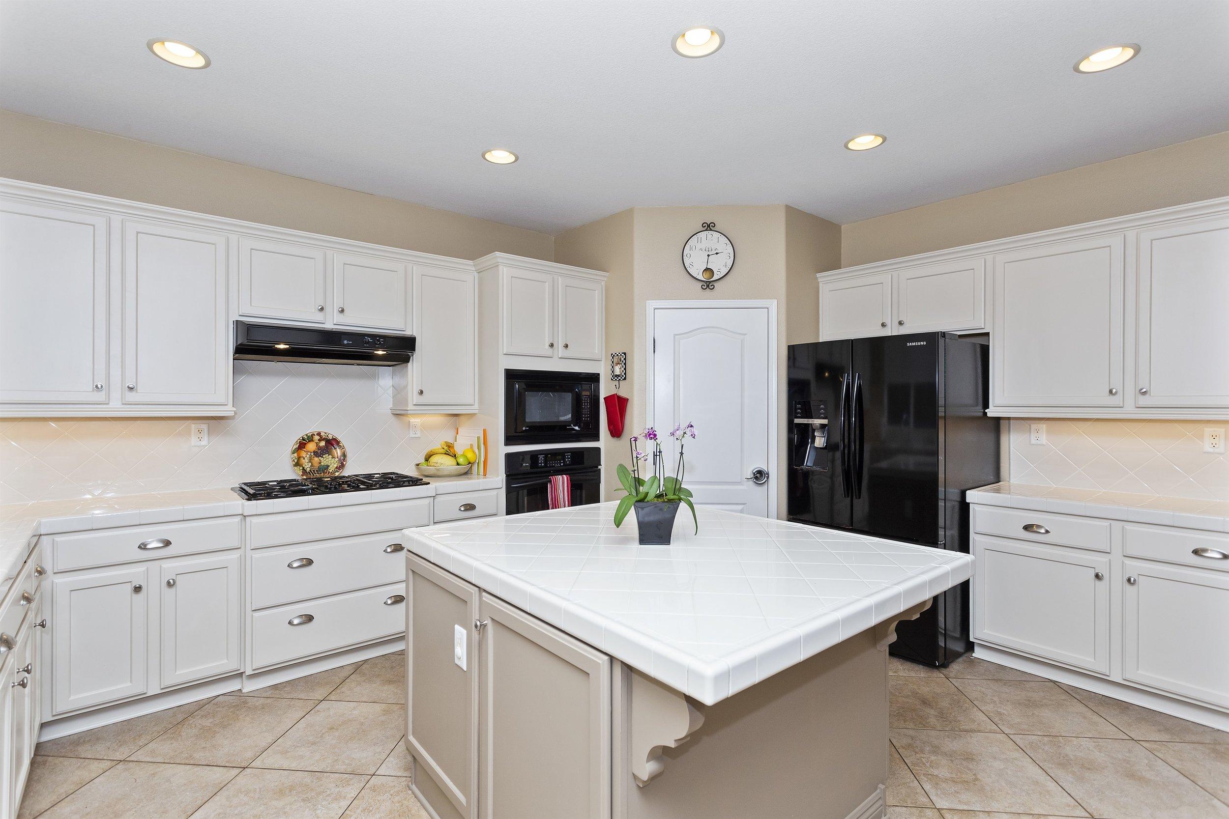 021_Kitchen.jpg