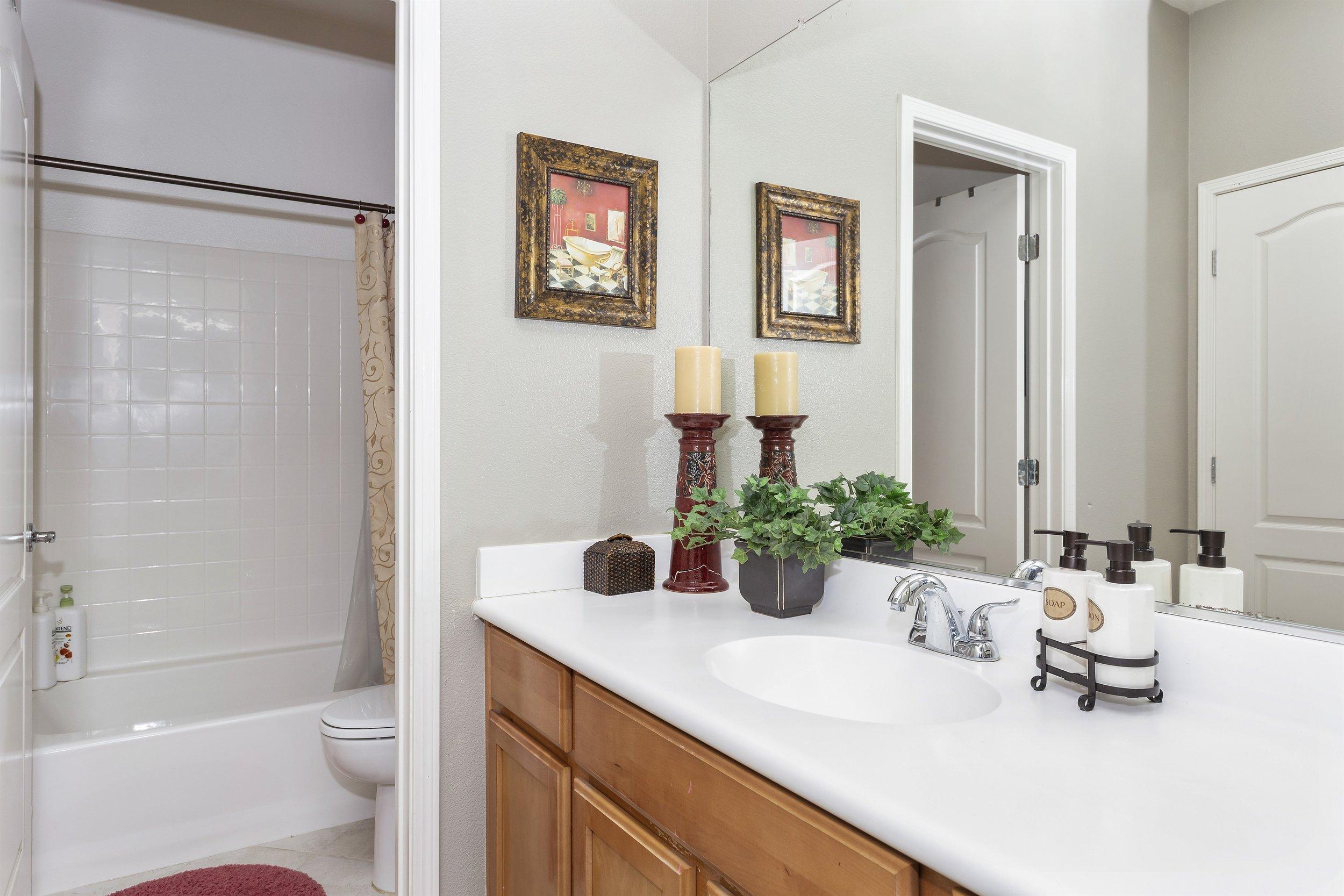 031_2nd Floor Bathroom.jpg