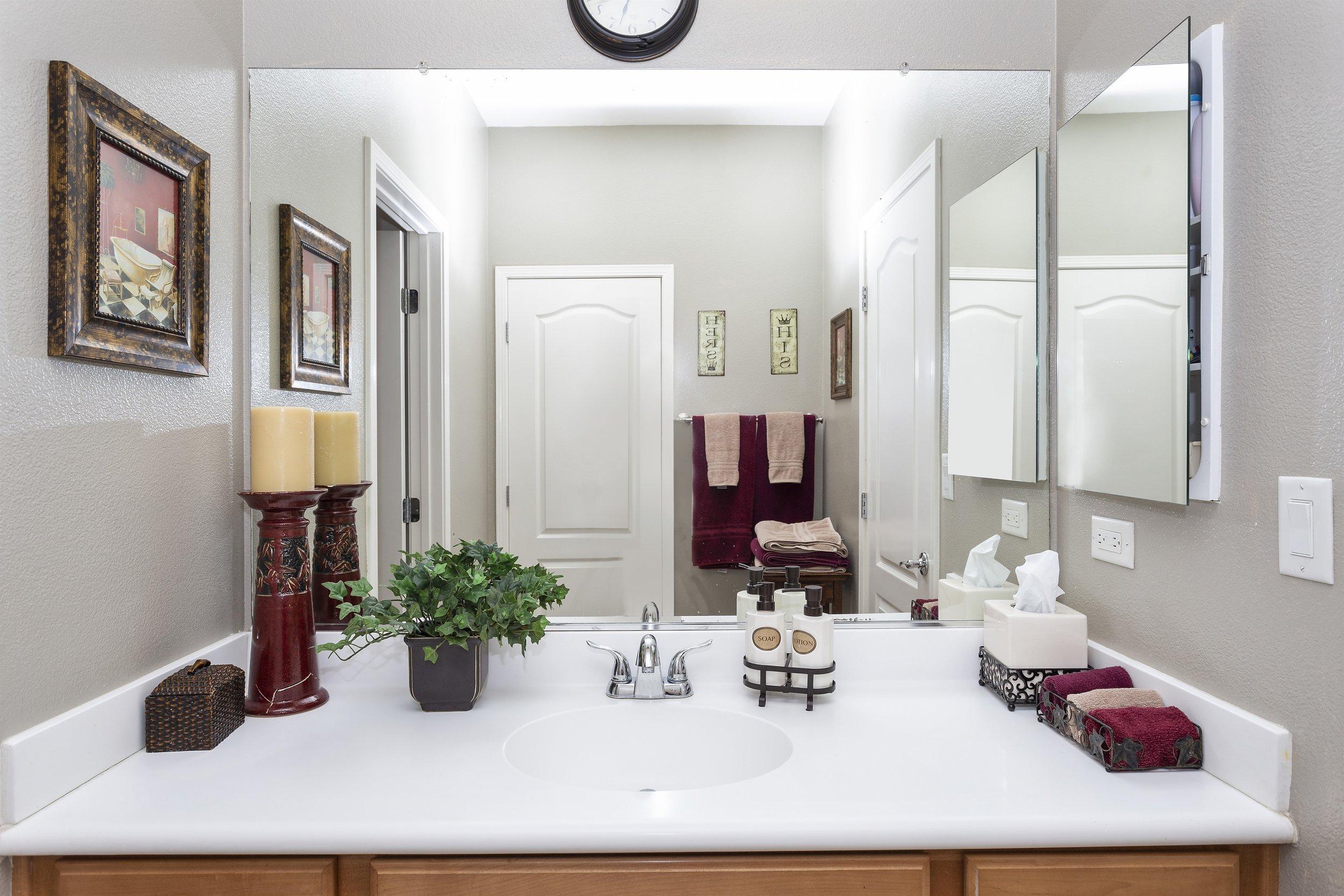 030_2nd Floor Bathroom.jpg
