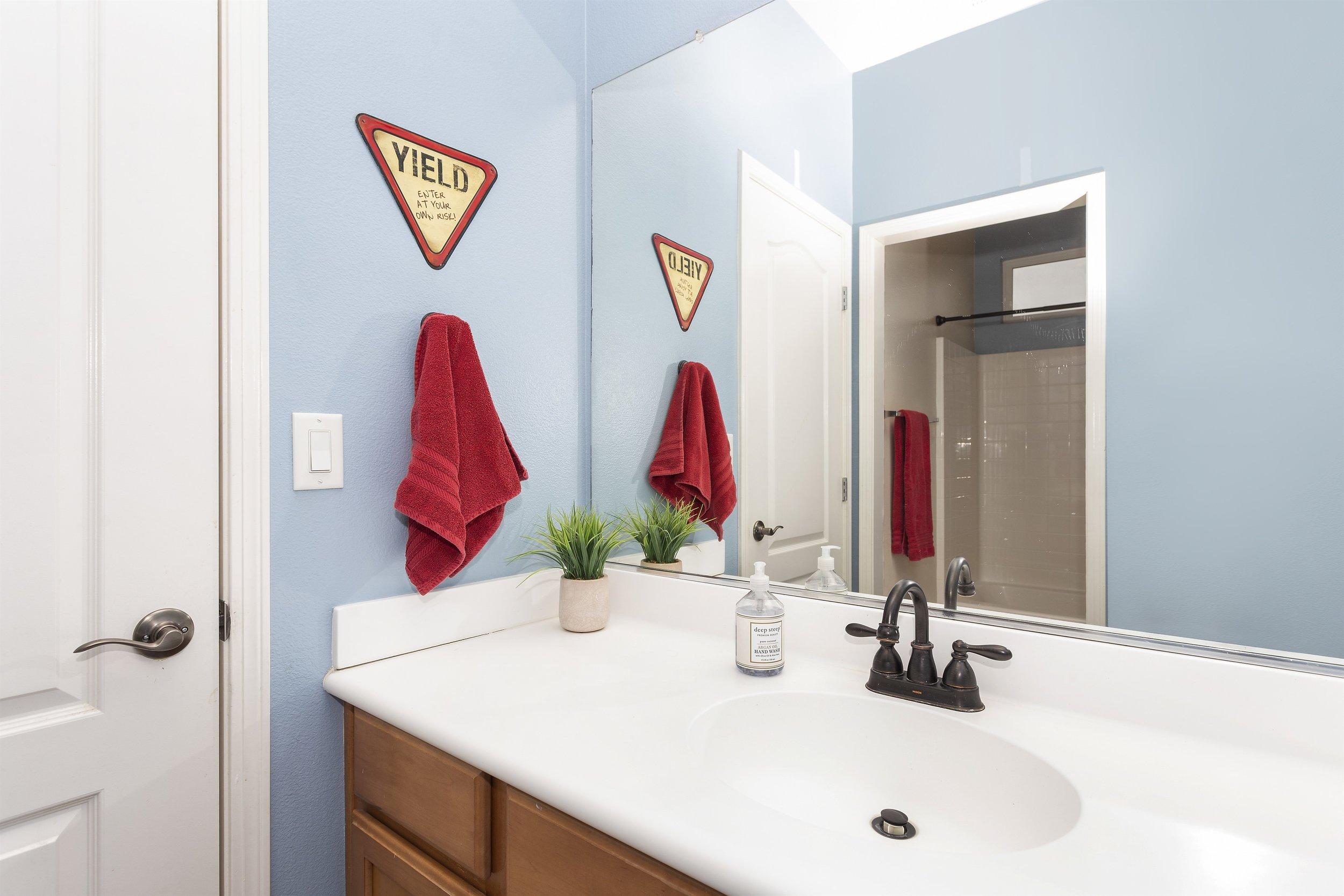 036_2nd Floor Bathroom.jpg