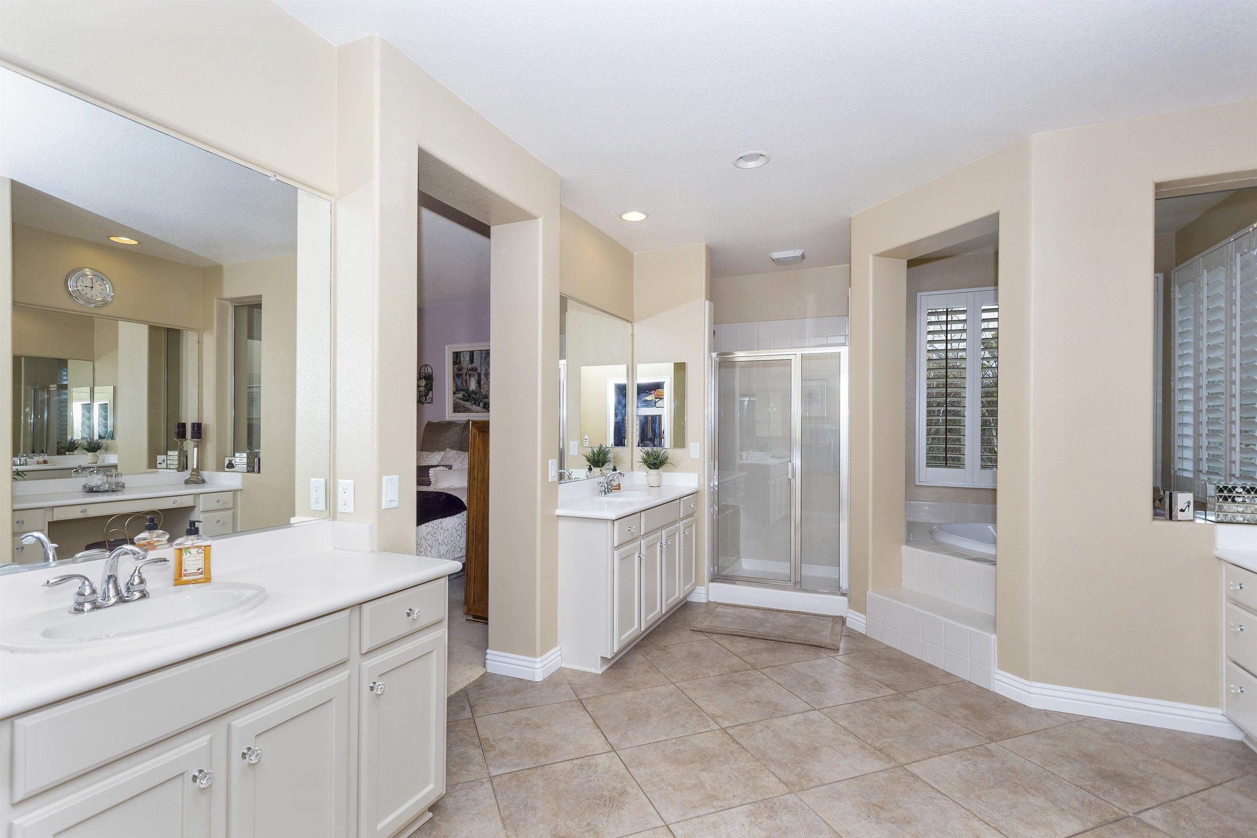 039_2nd Floor Master Bathroom.jpg
