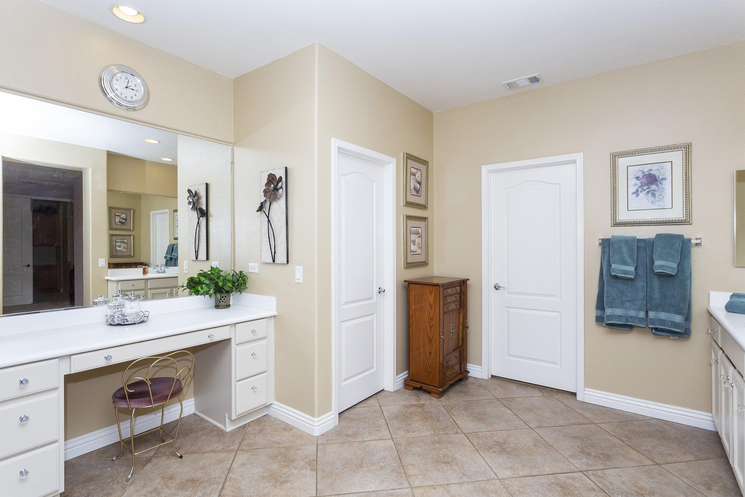 040_2nd Floor Master Bathroom.jpg