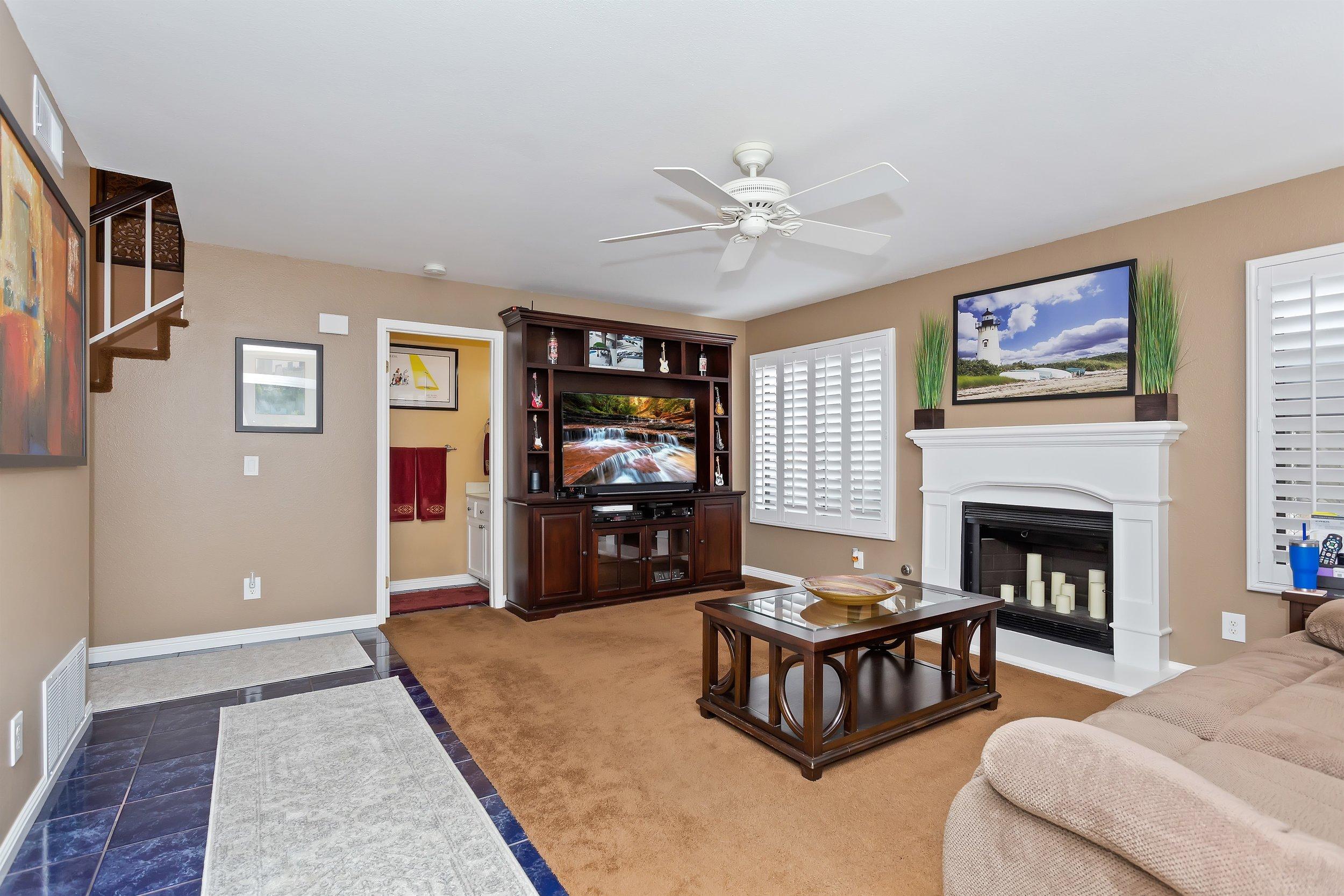 013_Family Room.jpg