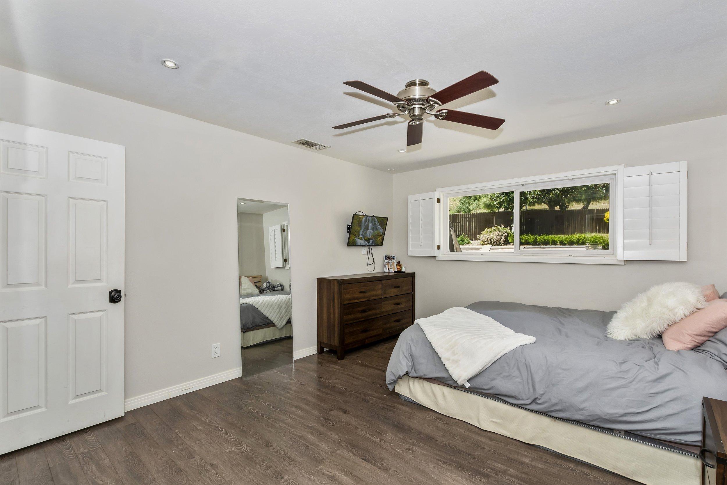 031_Bedroom.jpg