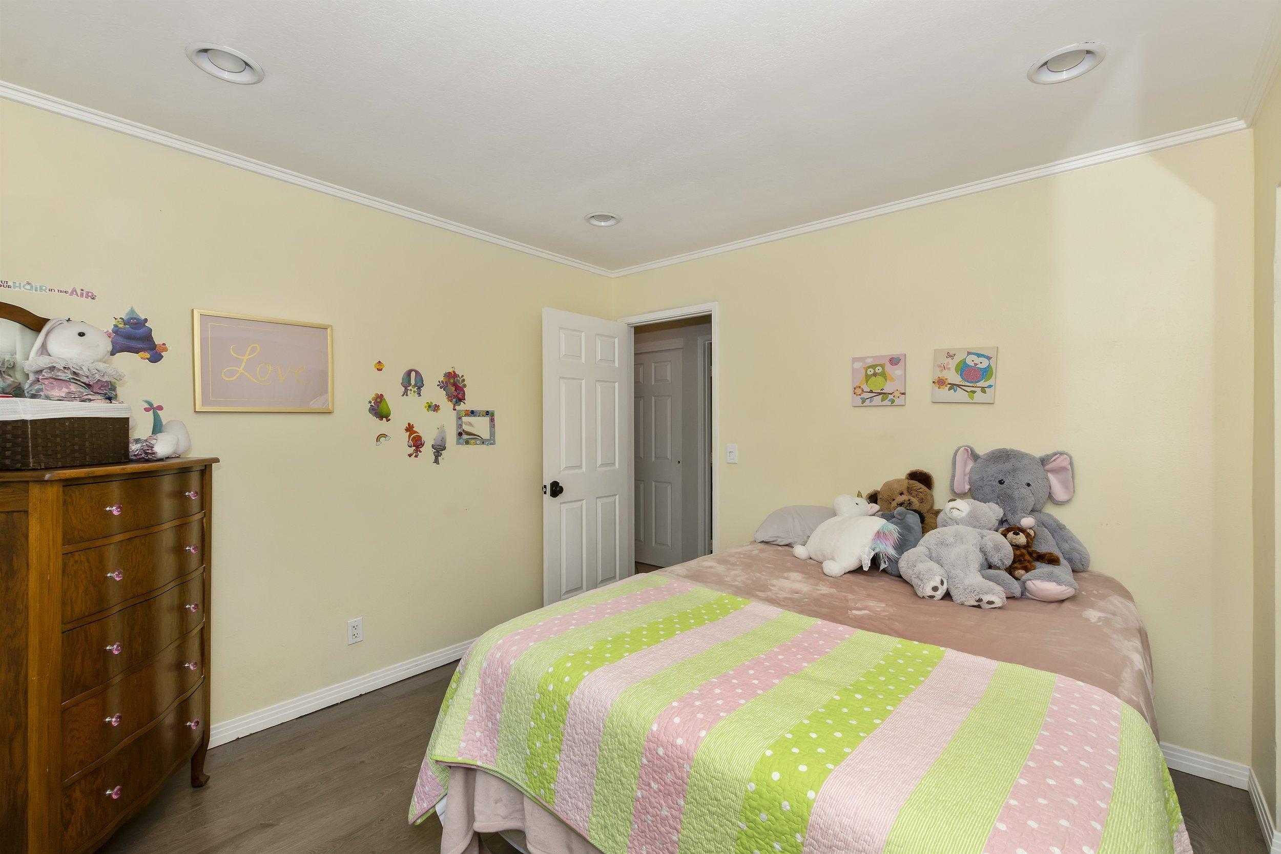 034_Bedroom.jpg
