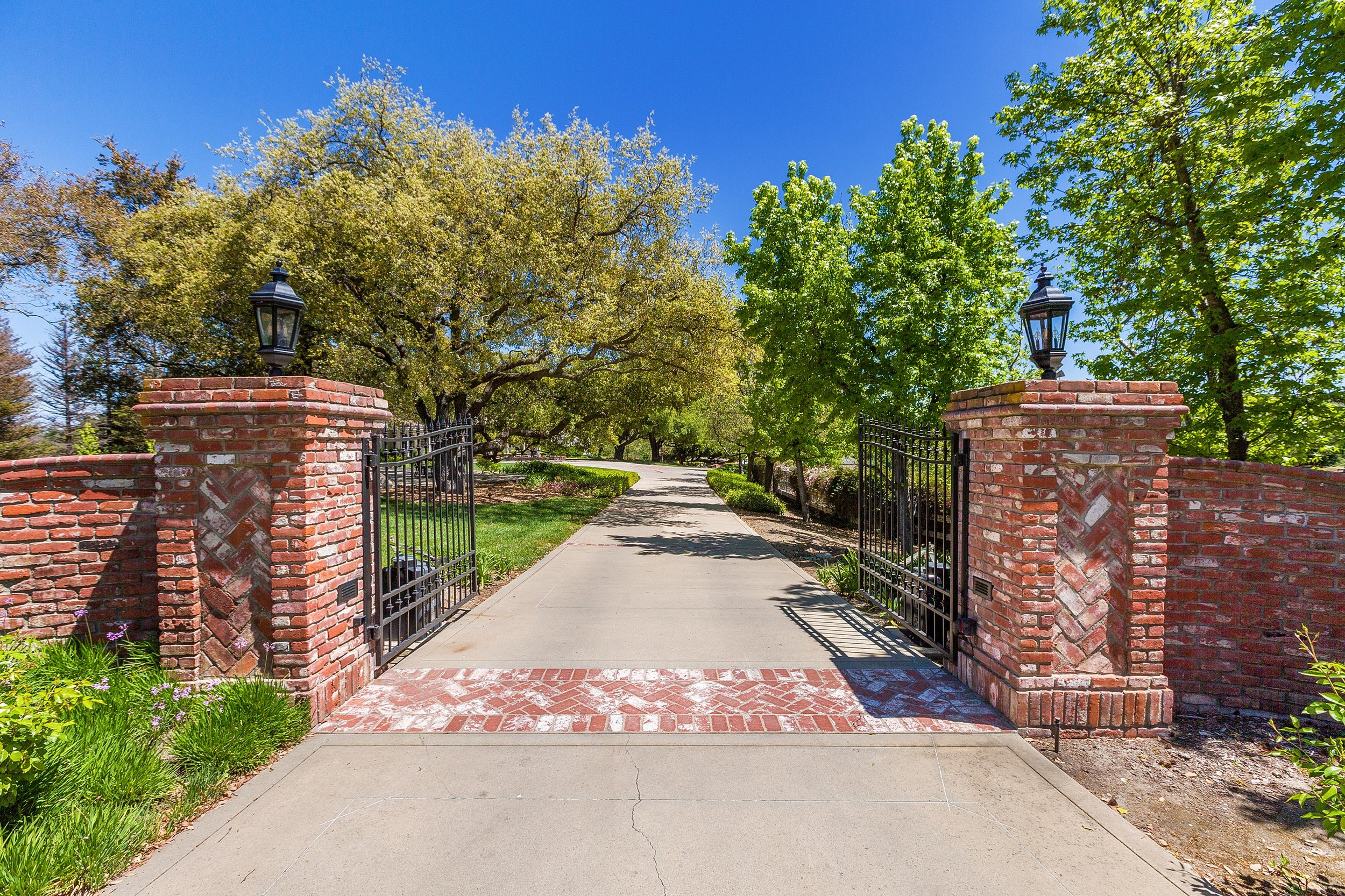 005_Gated Entrance.jpg