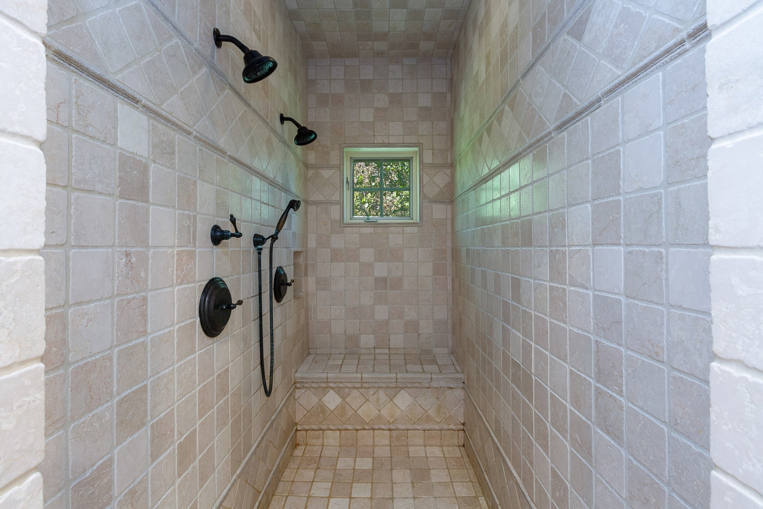 041_Master Bathroom.jpg