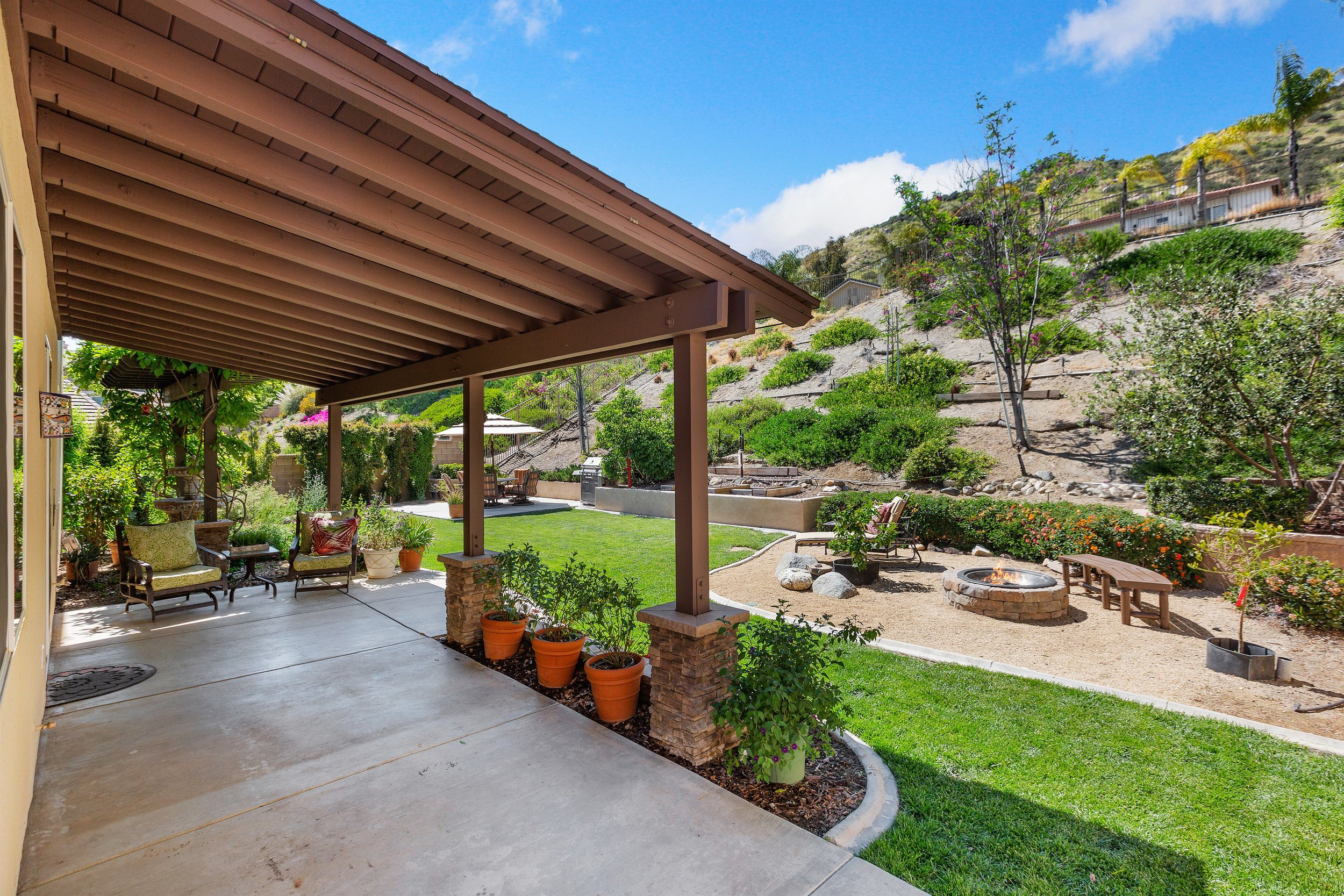 033_Covered Patio.jpg