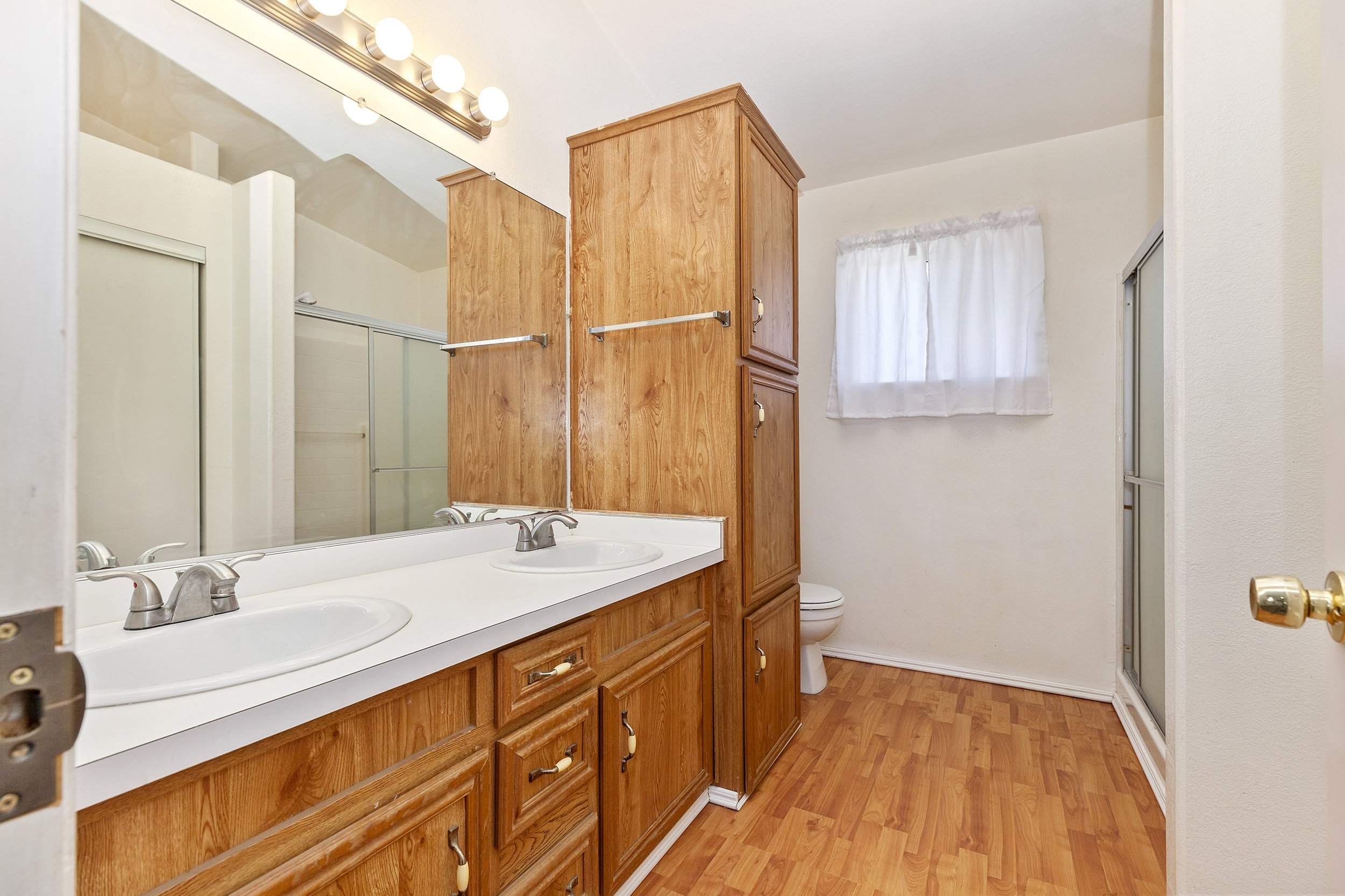 027_Master Bathroom.jpg