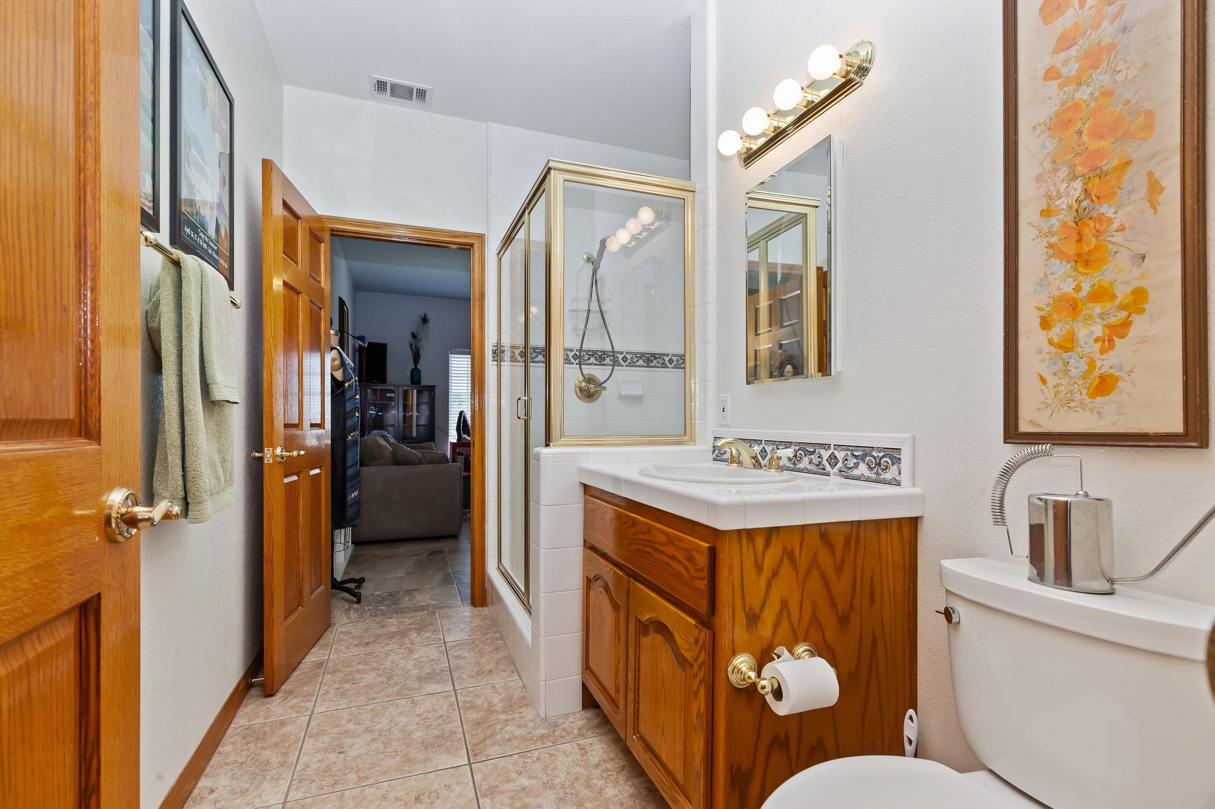 027_Bathroom.jpg