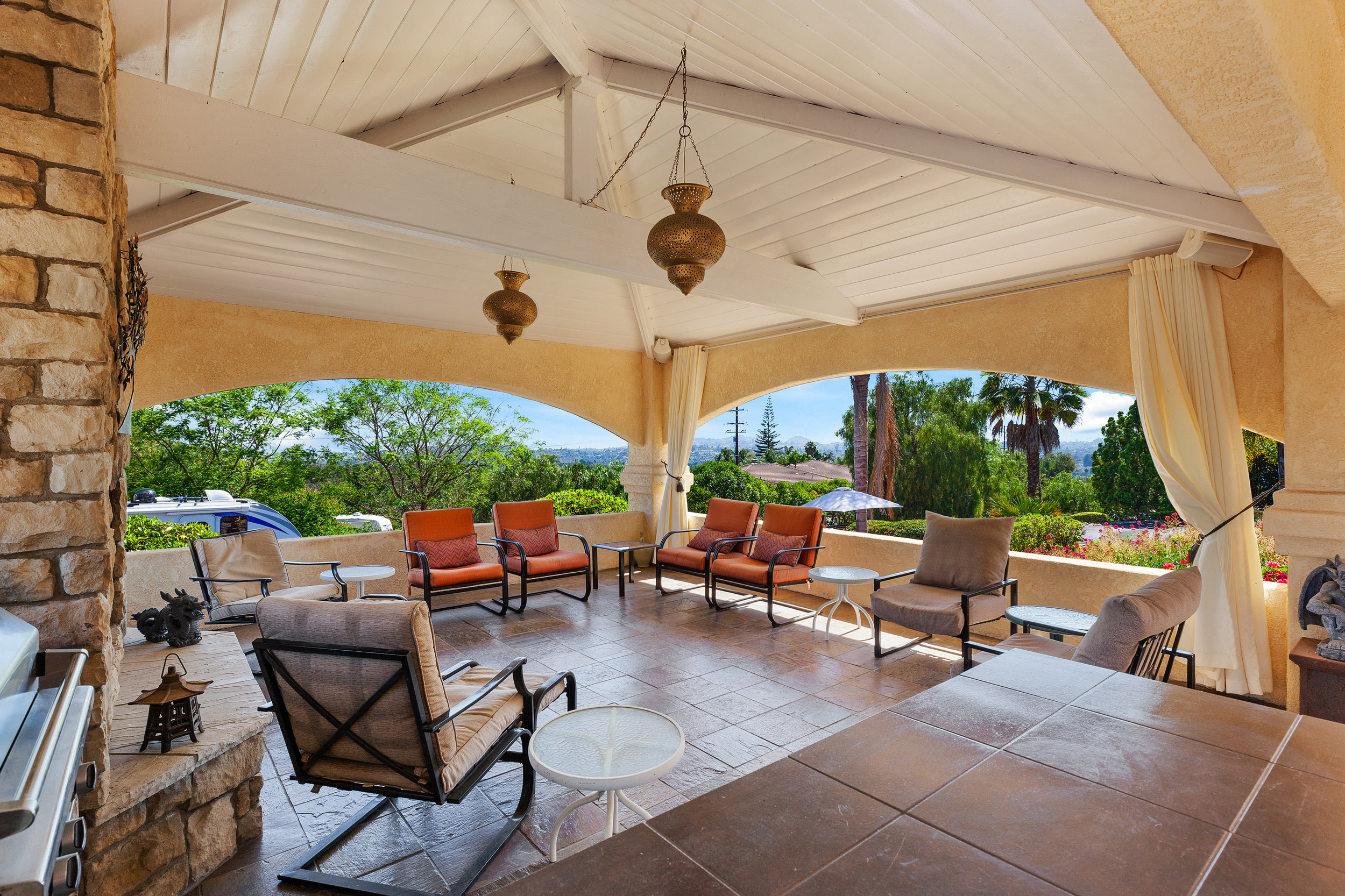 021_Covered Patio.jpg